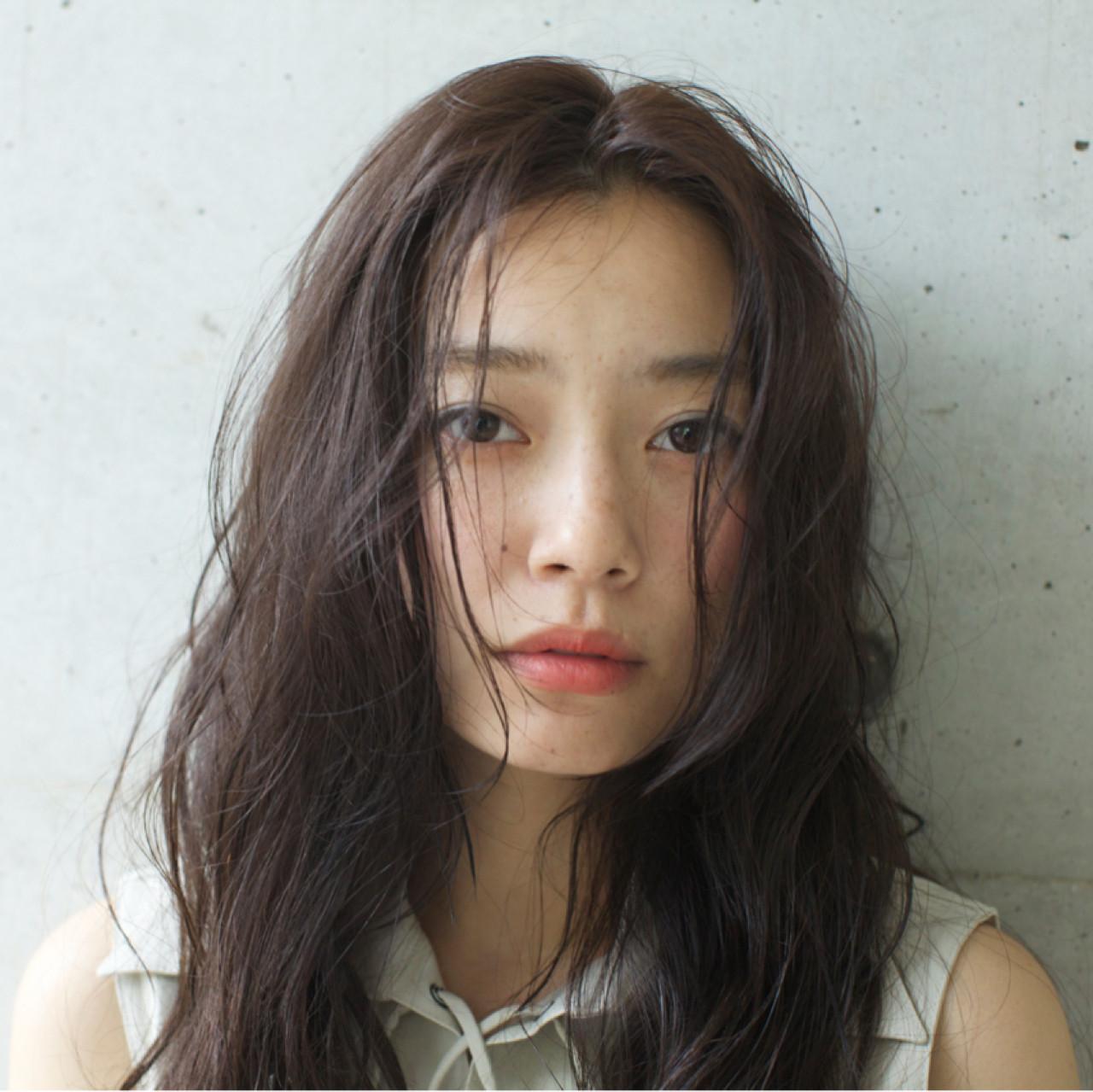 ナチュラル ロング 外国人風 くせ毛風 ヘアスタイルや髪型の写真・画像 | 佐脇 正徳 / LOAVE AOYAMA(ローヴ アオヤマ)