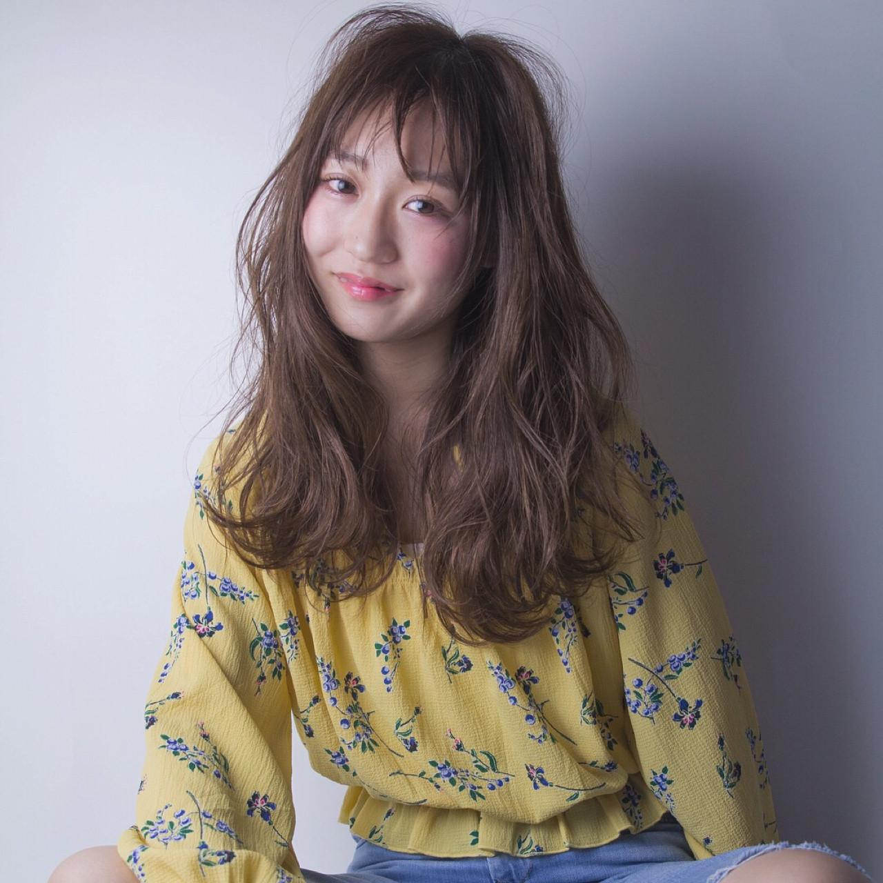 簡単ヘアアレンジ ロング アウトドア アンニュイヘアスタイルや髪型の写真・画像