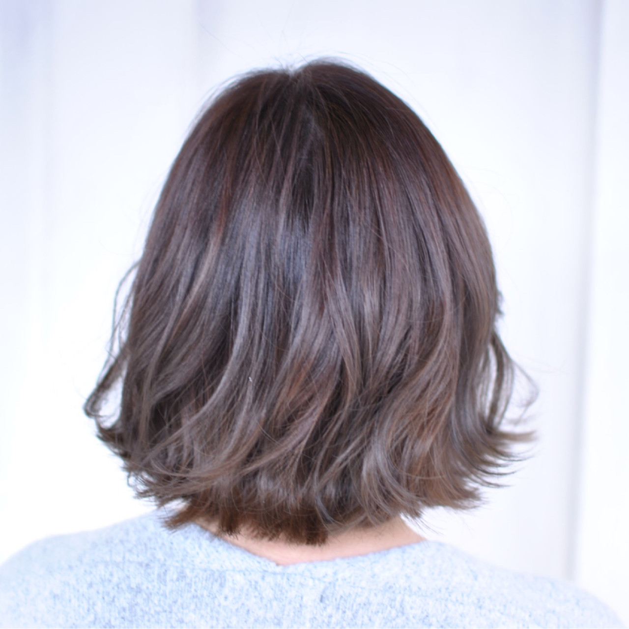 外ハネ 色気 グレージュ ナチュラルヘアスタイルや髪型の写真・画像