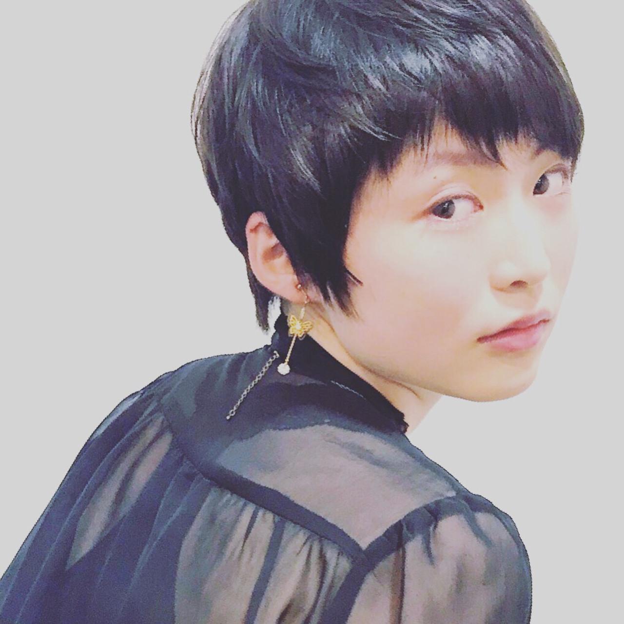 マッシュショート フェザーバング ショート 黒髪ヘアスタイルや髪型の写真・画像