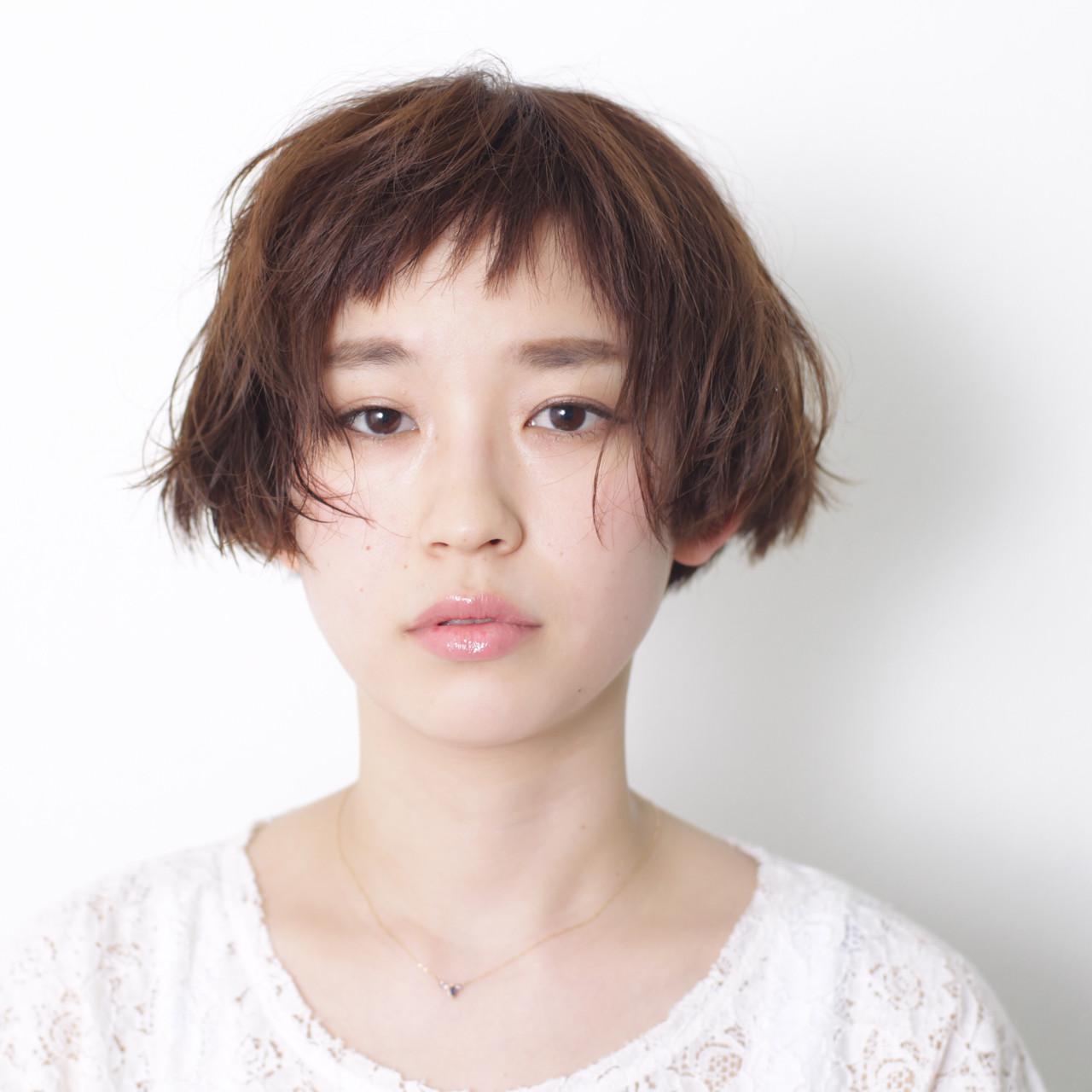 オン眉 ウェットヘア ナチュラル 前髪ありヘアスタイルや髪型の写真・画像