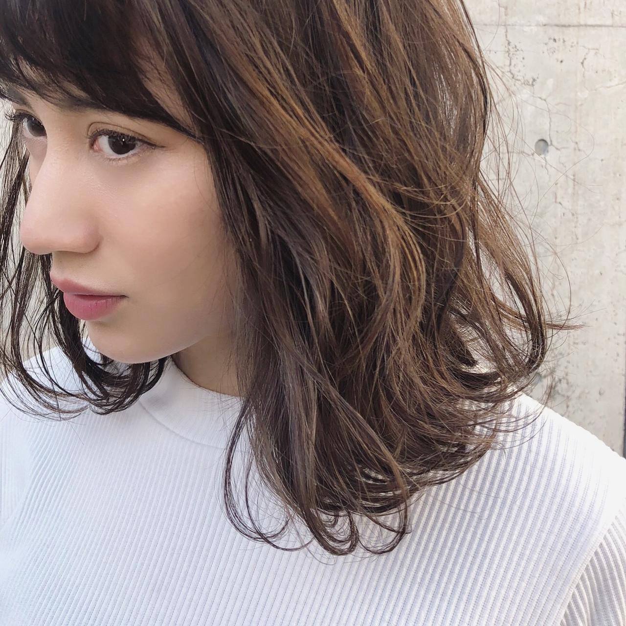 アンニュイほつれヘア パーマ デート ナチュラルヘアスタイルや髪型の写真・画像