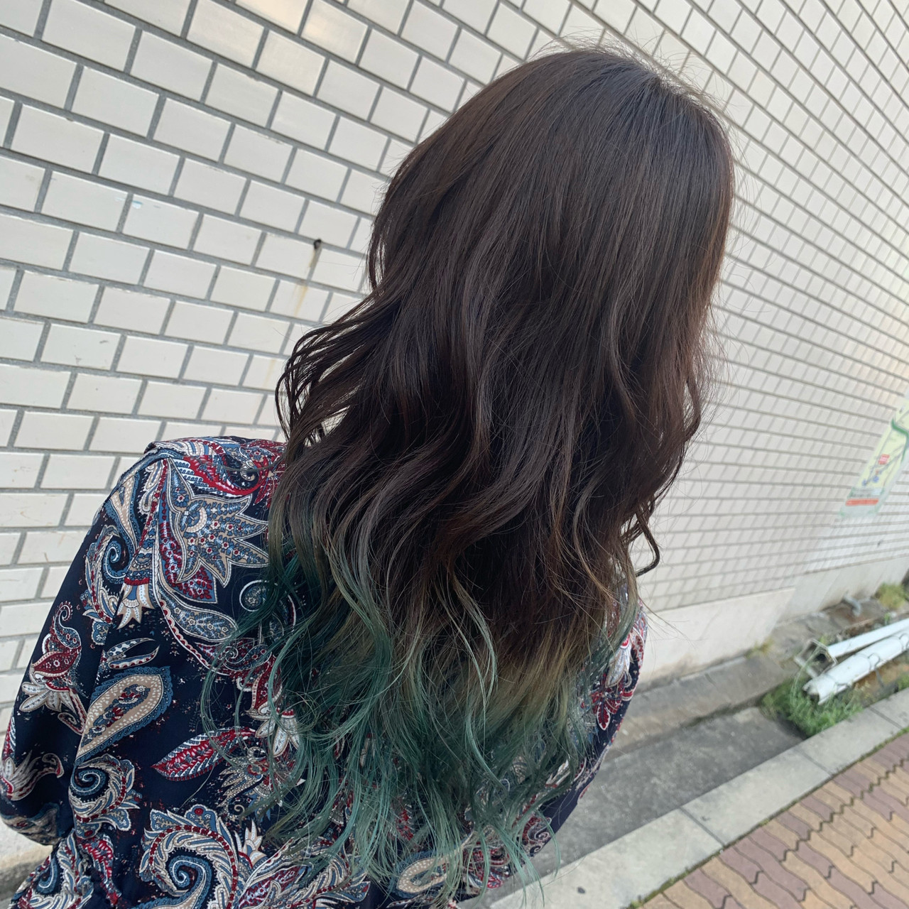 グラデーション ターコイズ コテ巻き ブリーチ ヘアスタイルや髪型の写真・画像 | 小林寛門 / Lee心斎橋