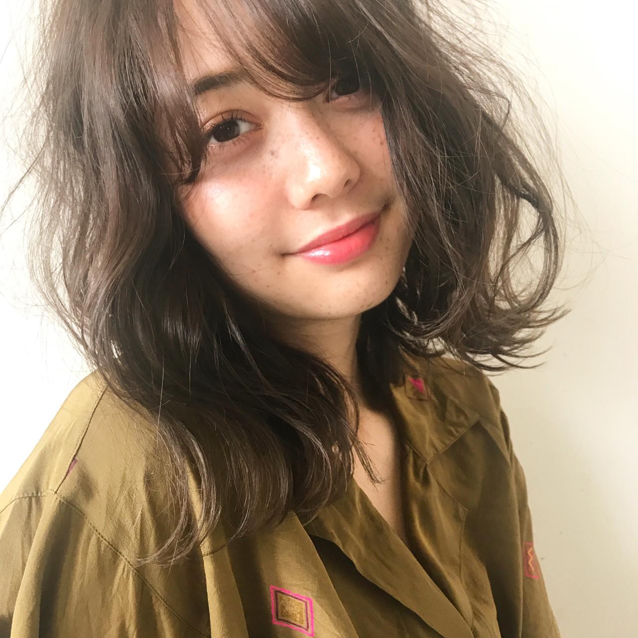 簡単ヘアアレンジ パーマ ナチュラル リラックスヘアスタイルや髪型の写真・画像
