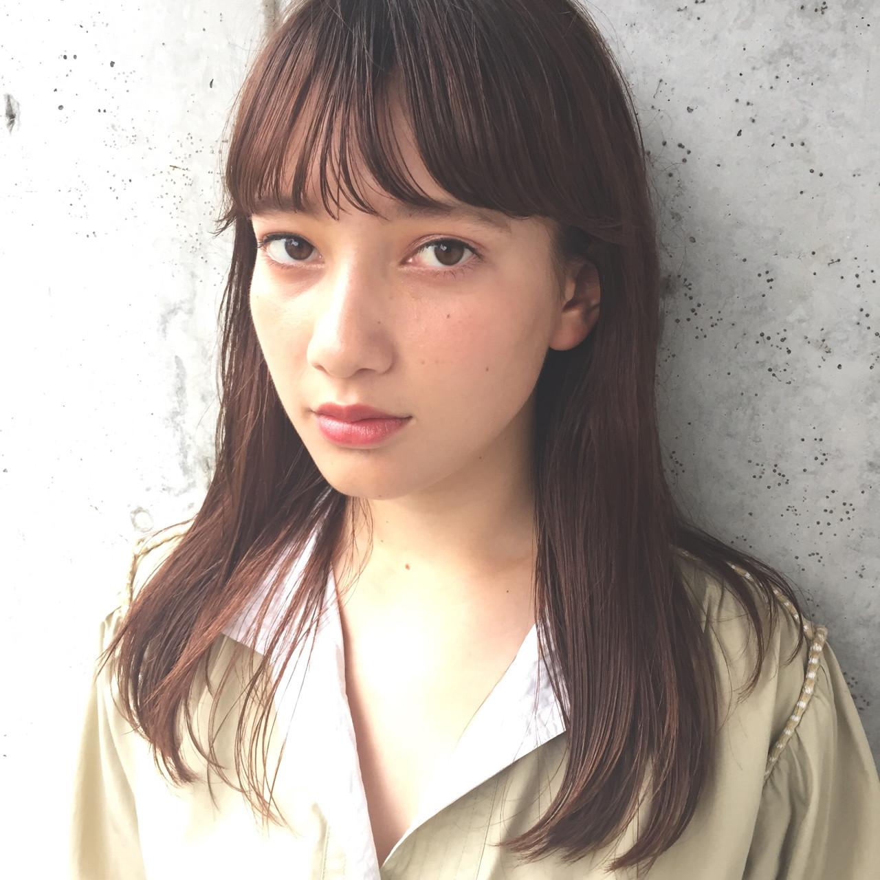 アッシュ ロング 小顔 ニュアンス ヘアスタイルや髪型の写真・画像   小西敬二郎 / Heartim