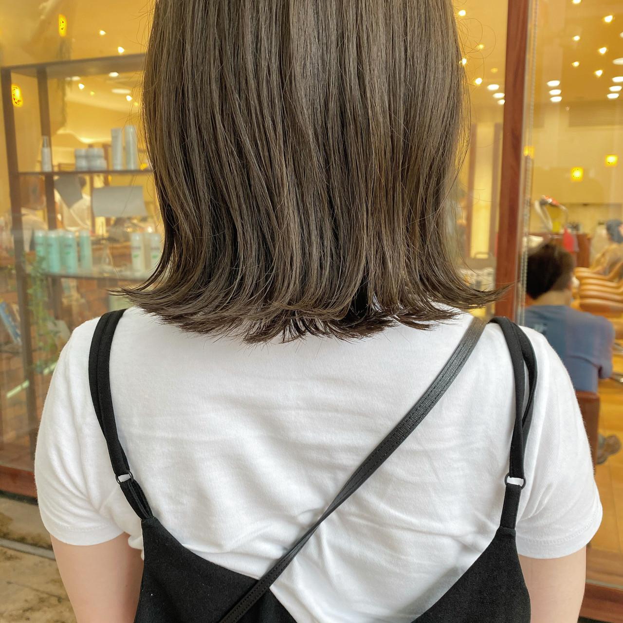 透明感カラー ミルクティーベージュ ミディアム オリーブグレージュ ヘアスタイルや髪型の写真・画像