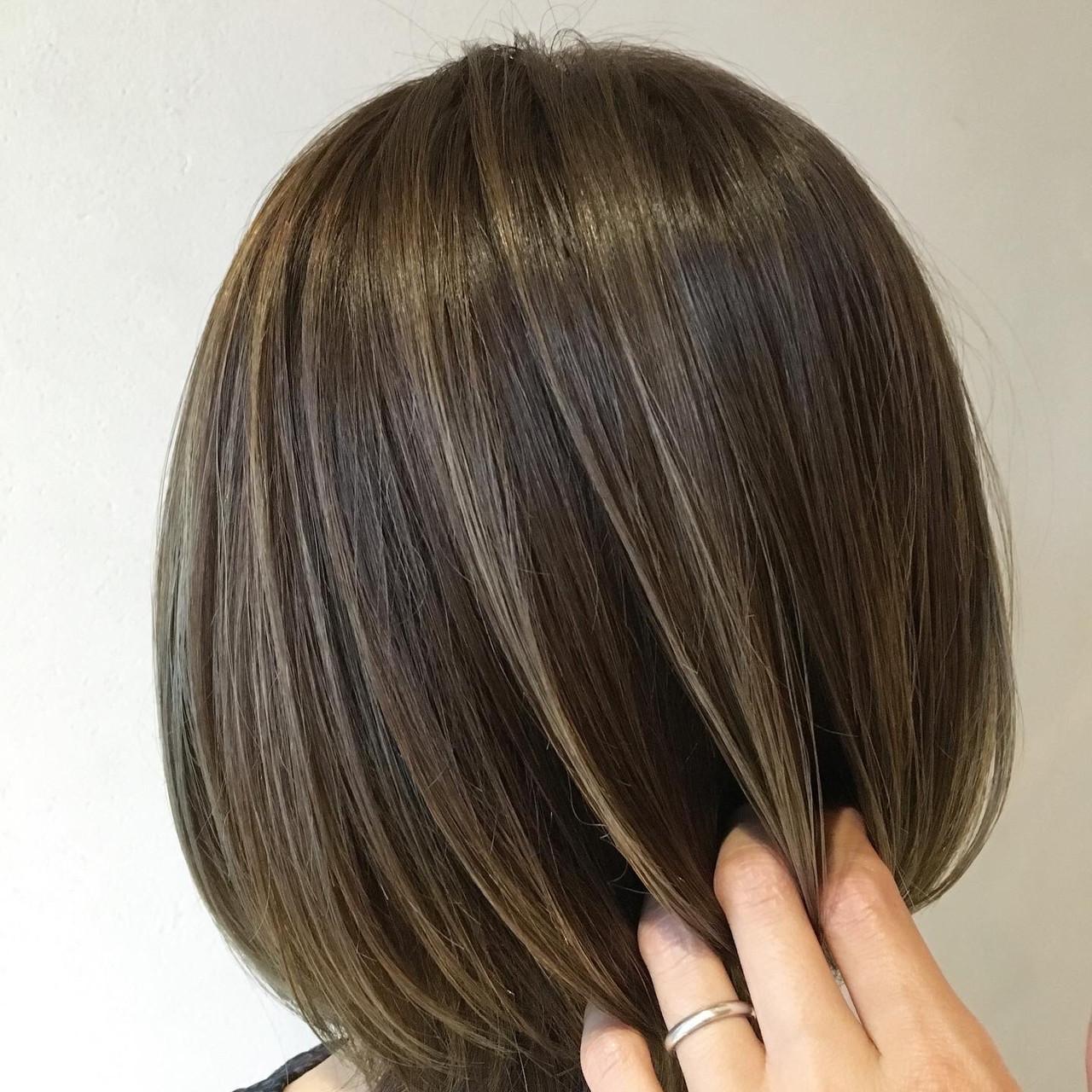 コントラストハイライト ショートボブ ハイライト 極細ハイライトヘアスタイルや髪型の写真・画像
