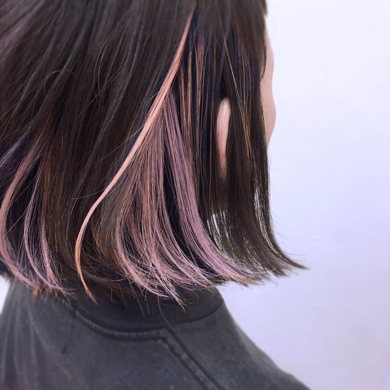 外ハネ モード ボブ インナーカラー ヘアスタイルや髪型の写真・画像 | YSO / 電髪倶楽部street