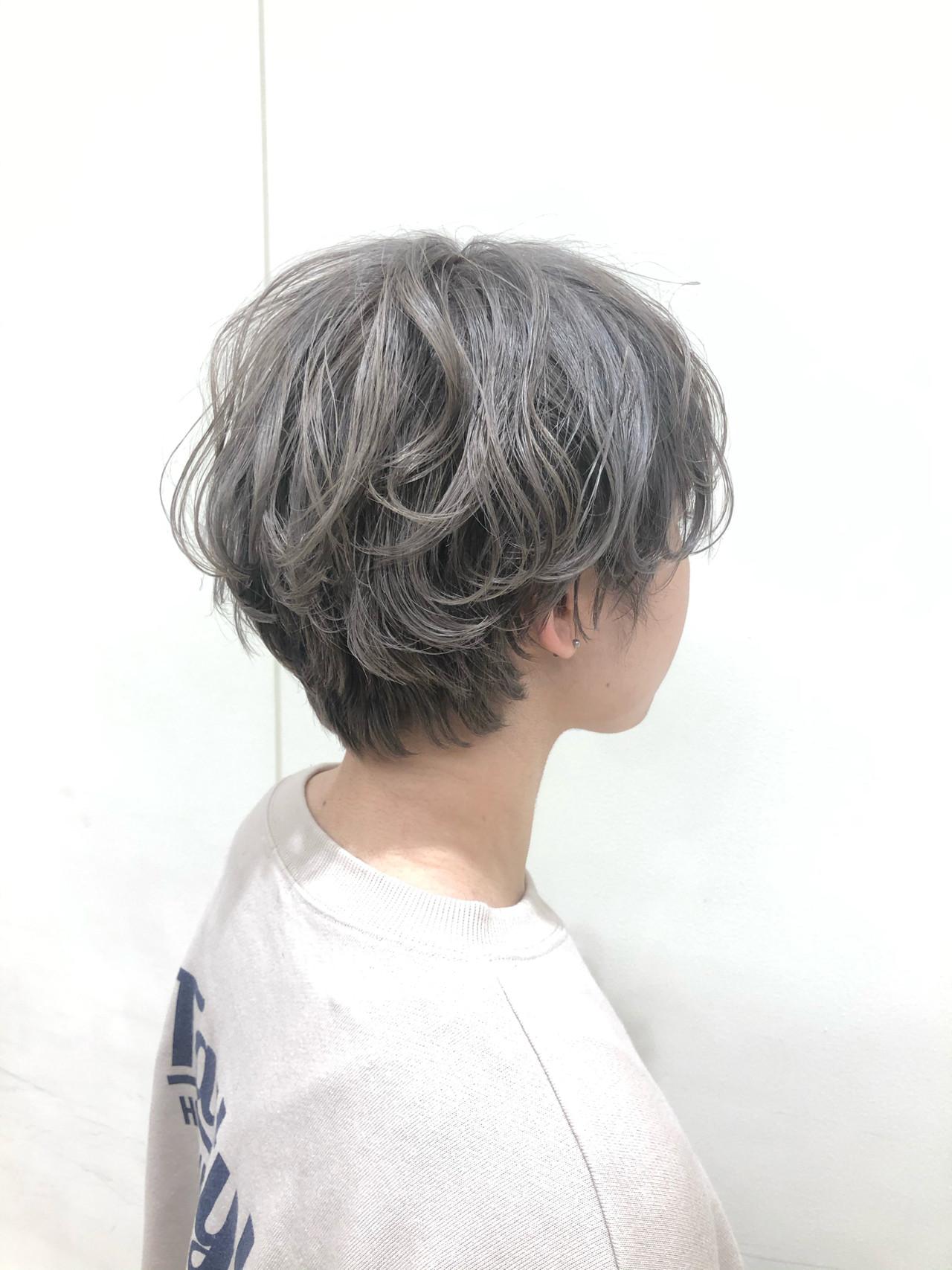 ショート ガーリー シルバー ヘアスタイルや髪型の写真・画像   寺本 由樹 / モリオフロムロンドン大宮店