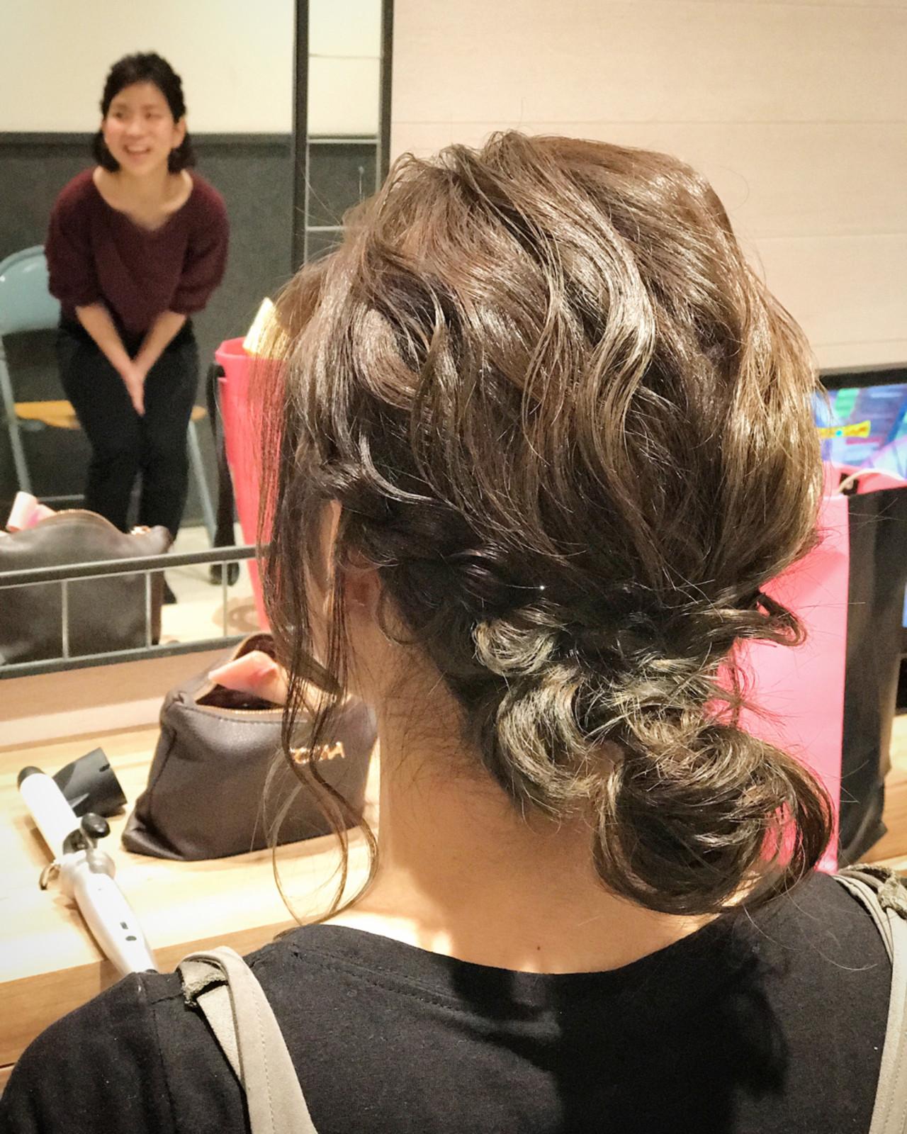 ミディアム 簡単 フェミニン ヘアアレンジヘアスタイルや髪型の写真・画像