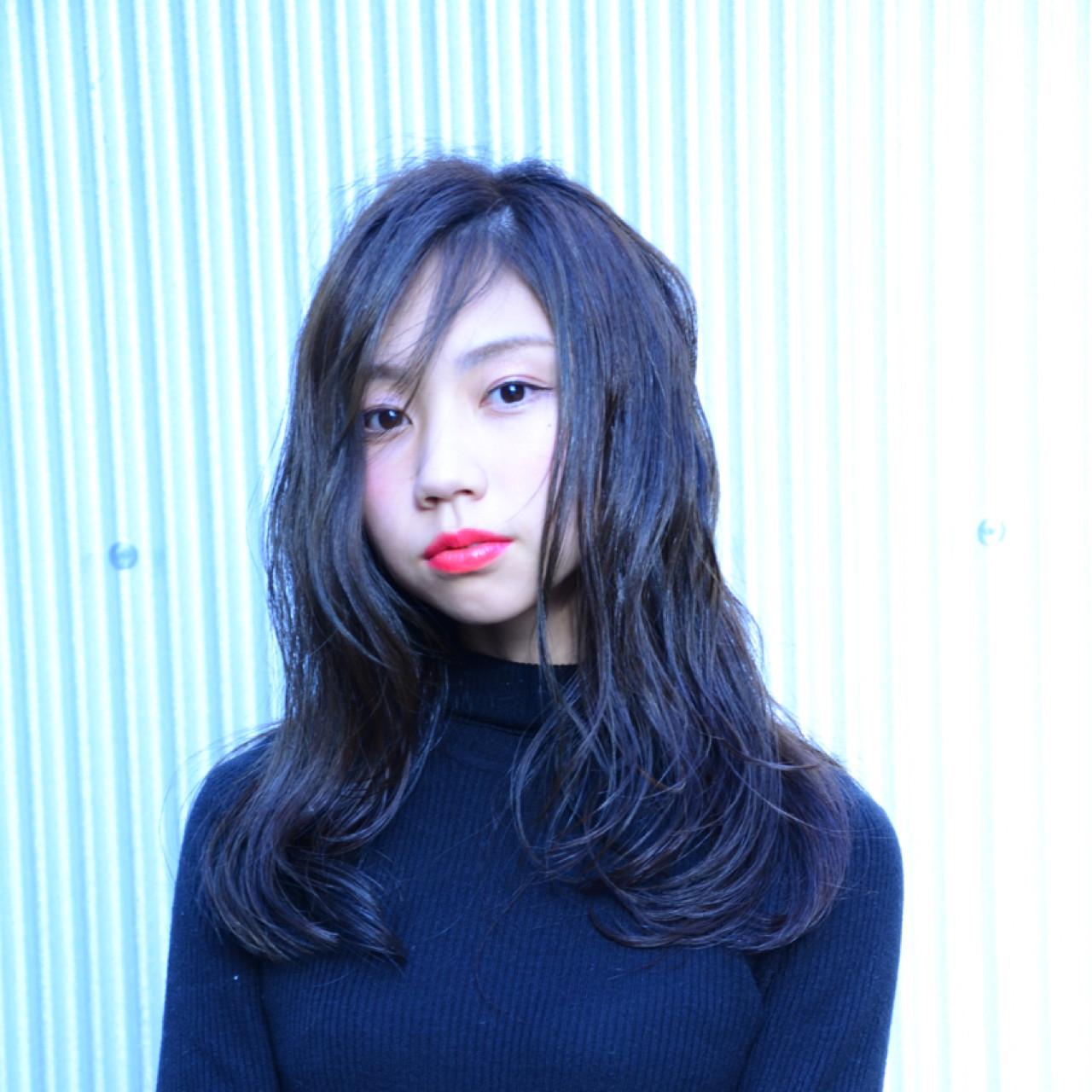 シースルーバング ナチュラル アッシュグレー ウェットヘア ヘアスタイルや髪型の写真・画像   星野忍伸 / SHAMPOOBOY FLAP