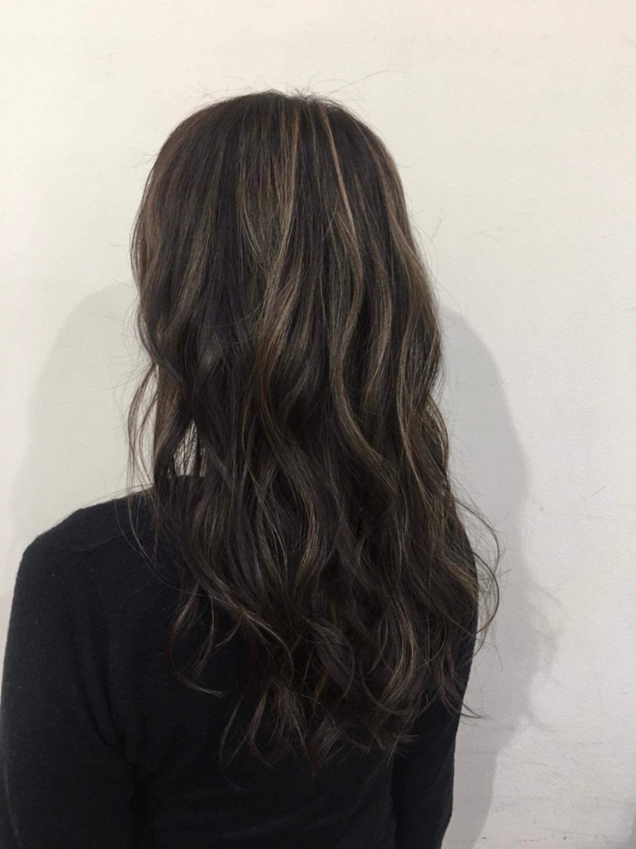 ロング ハイライト 大人かわいい コンサバ ヘアスタイルや髪型の写真・画像 | 江畠 大地 / MAKE'S omotesando