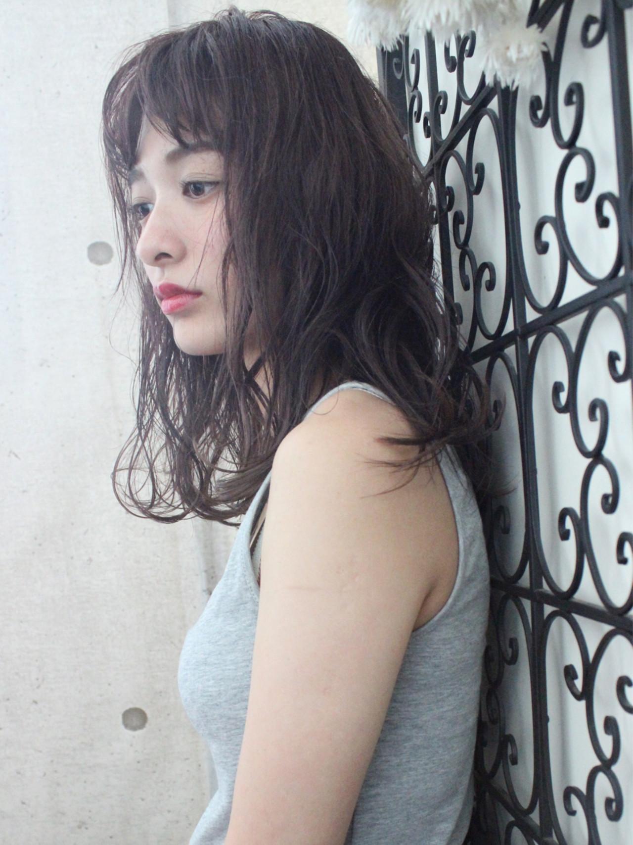 ニュアンス ウェーブ 外国人風 透明感 ヘアスタイルや髪型の写真・画像 | 上田智久 / ooit 福岡 天神 / ooit