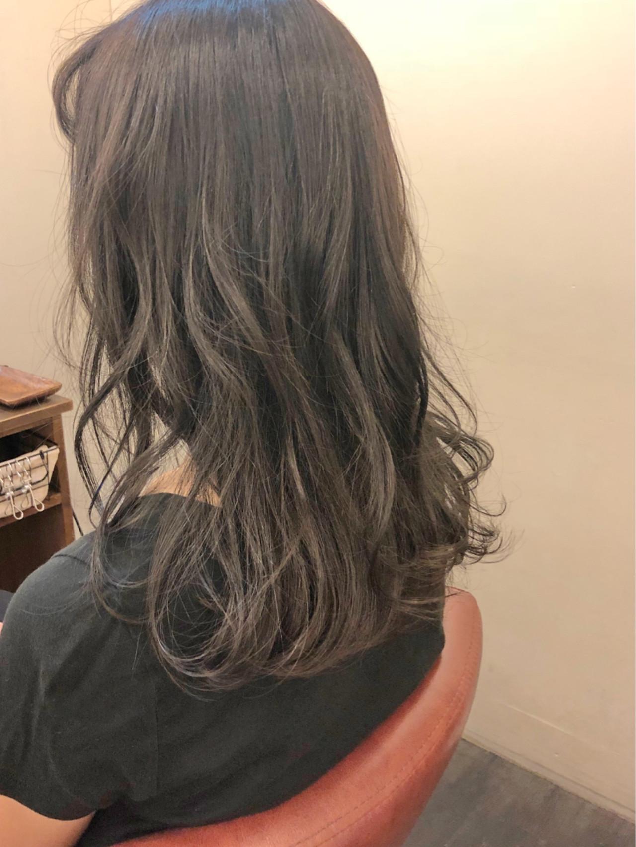 オフィス フェミニン セミロング ウェーブ ヘアスタイルや髪型の写真・画像 | 上杉 / 大阪