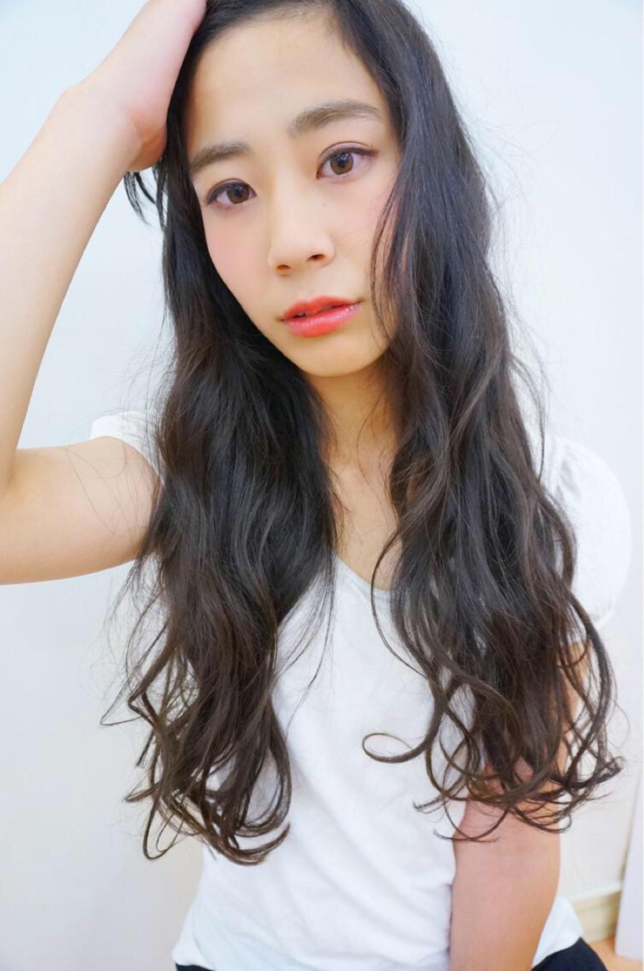 黒髪×パーマで作る媚びない夏の大人女子特集♡ 米村進