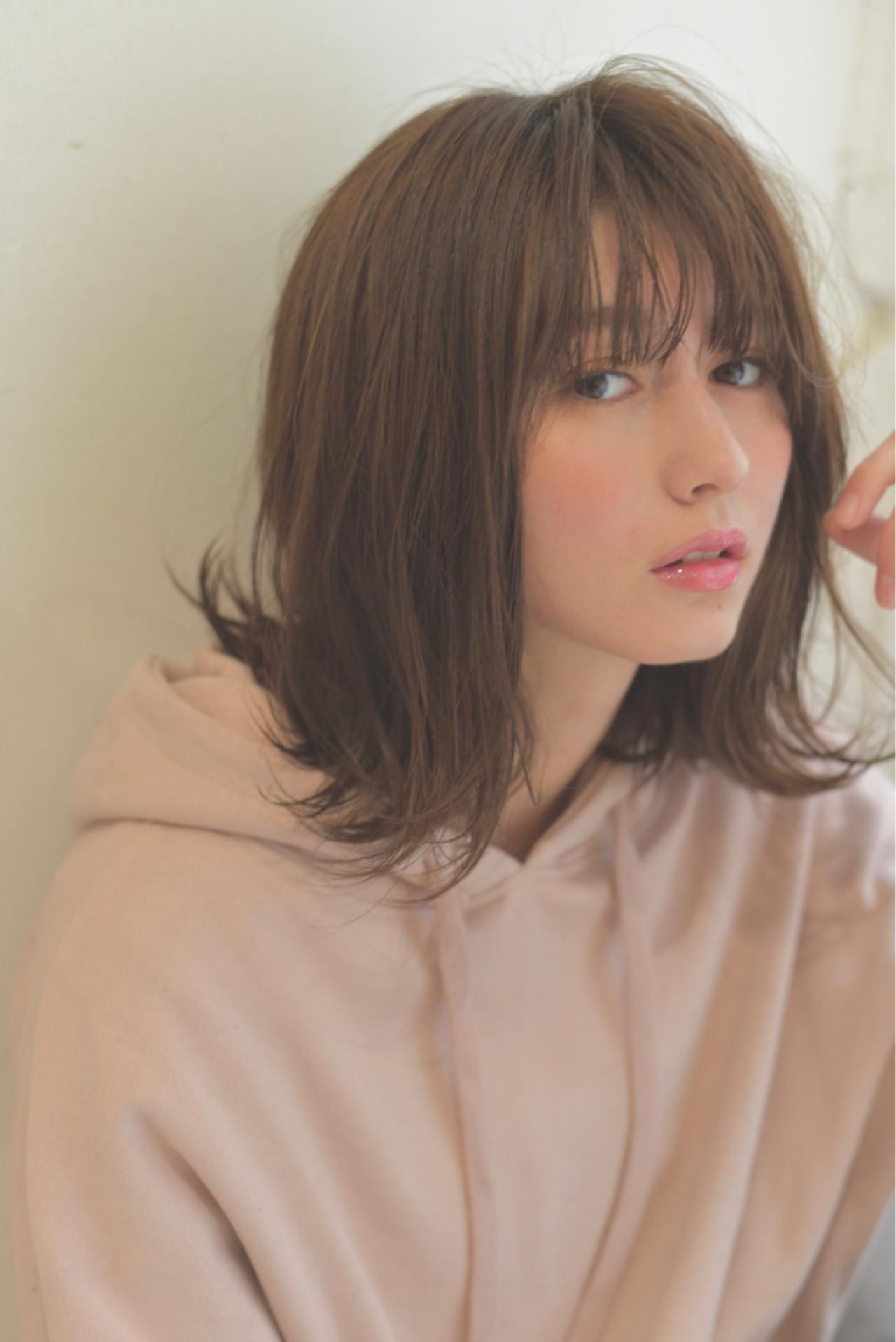 フリンジバング セミロング ミルクティー デート ヘアスタイルや髪型の写真・画像 | 小島翔一郎 / depart表参道
