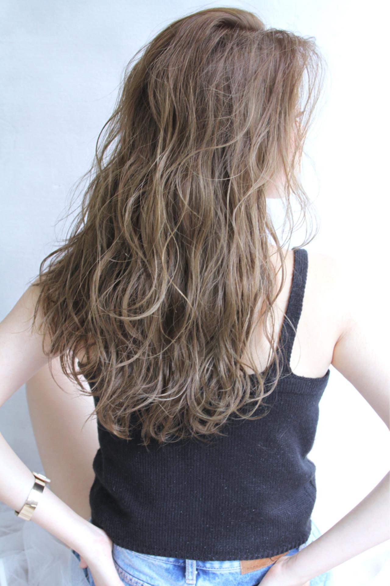 ロング パーマ 外国人風 グラデーションカラー ヘアスタイルや髪型の写真・画像 | 清水 孝純 / Rose