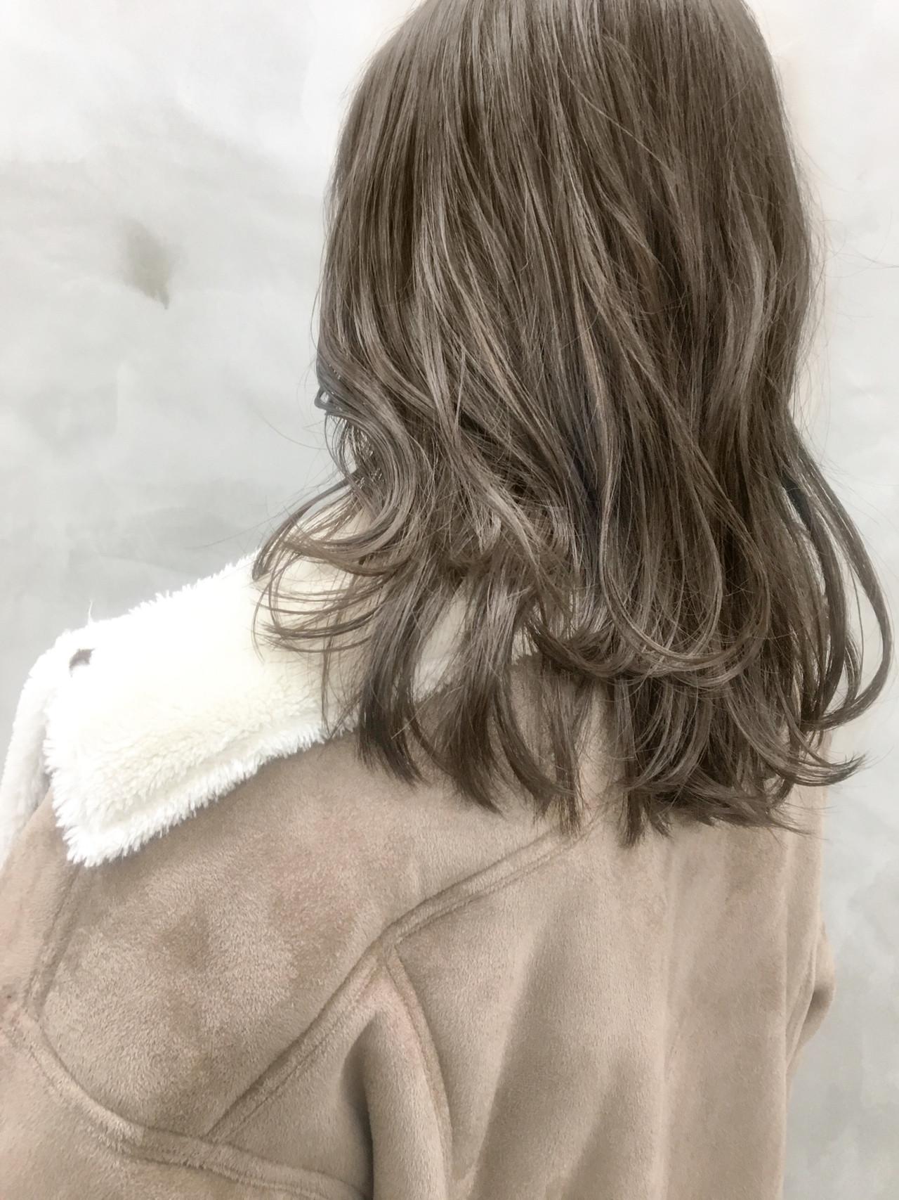 グレー 大人ハイライト ナチュラル グレージュヘアスタイルや髪型の写真・画像