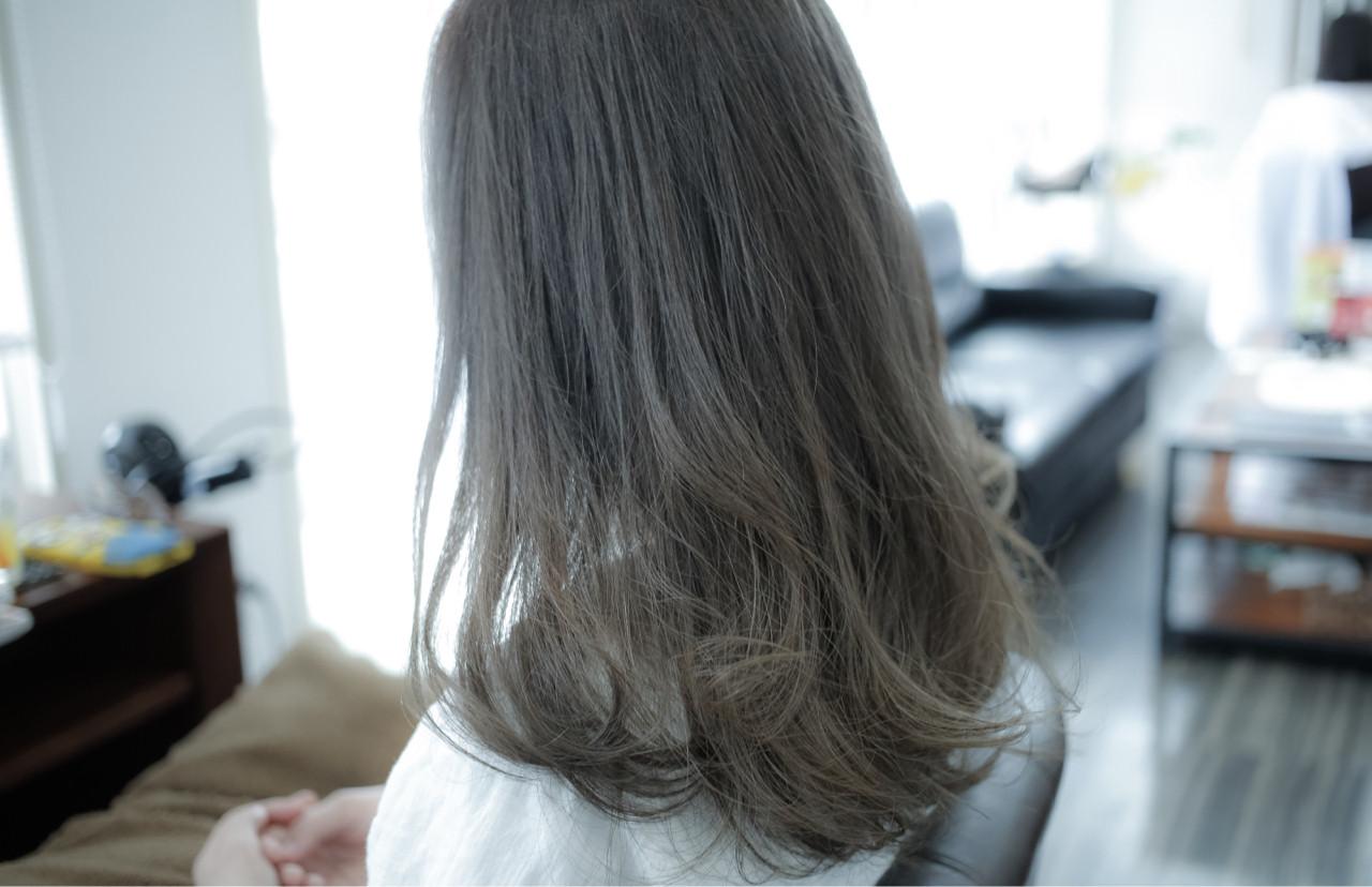 ミディアム グレージュ 暗髪 アッシュ ヘアスタイルや髪型の写真・画像 | 小笠原 淳 / hair make No.8(ヘアメイクエイト)