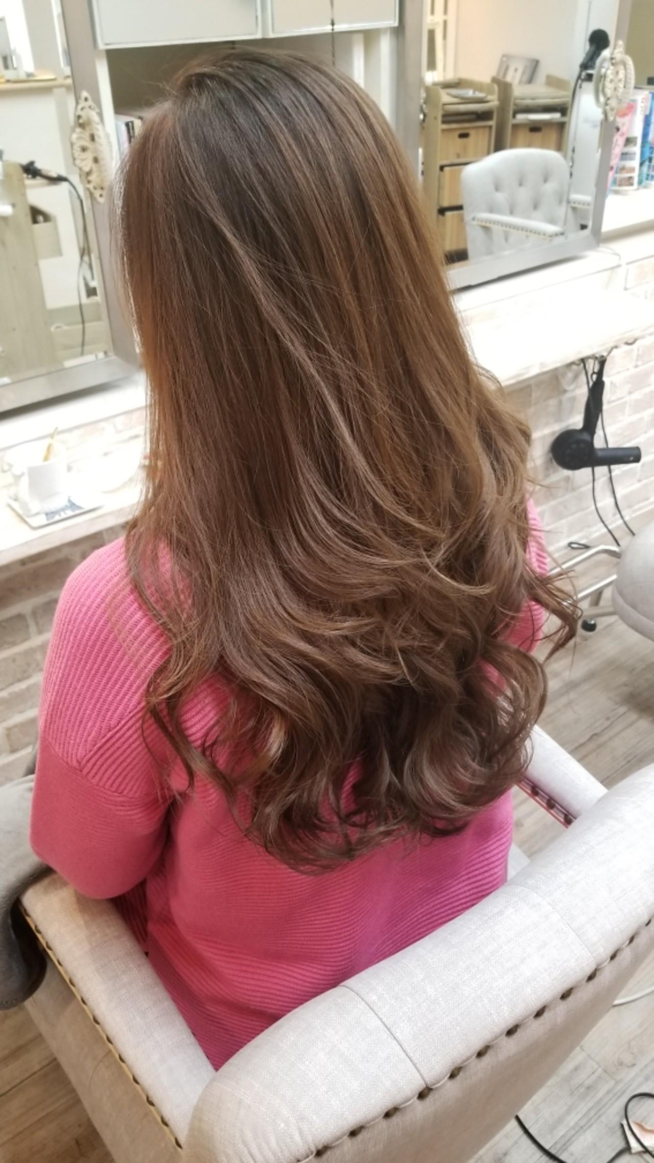 上品 ロング 巻き髪 外国人風カラー ヘアスタイルや髪型の写真・画像 | Naoko Miura / avant