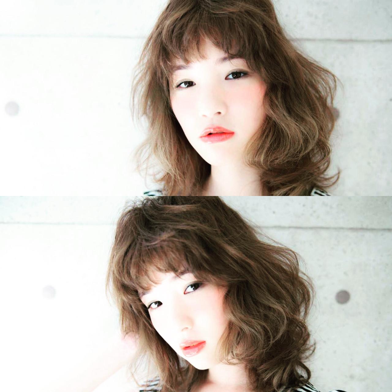 アッシュ ゆるふわ ミディアム ハイライトヘアスタイルや髪型の写真・画像