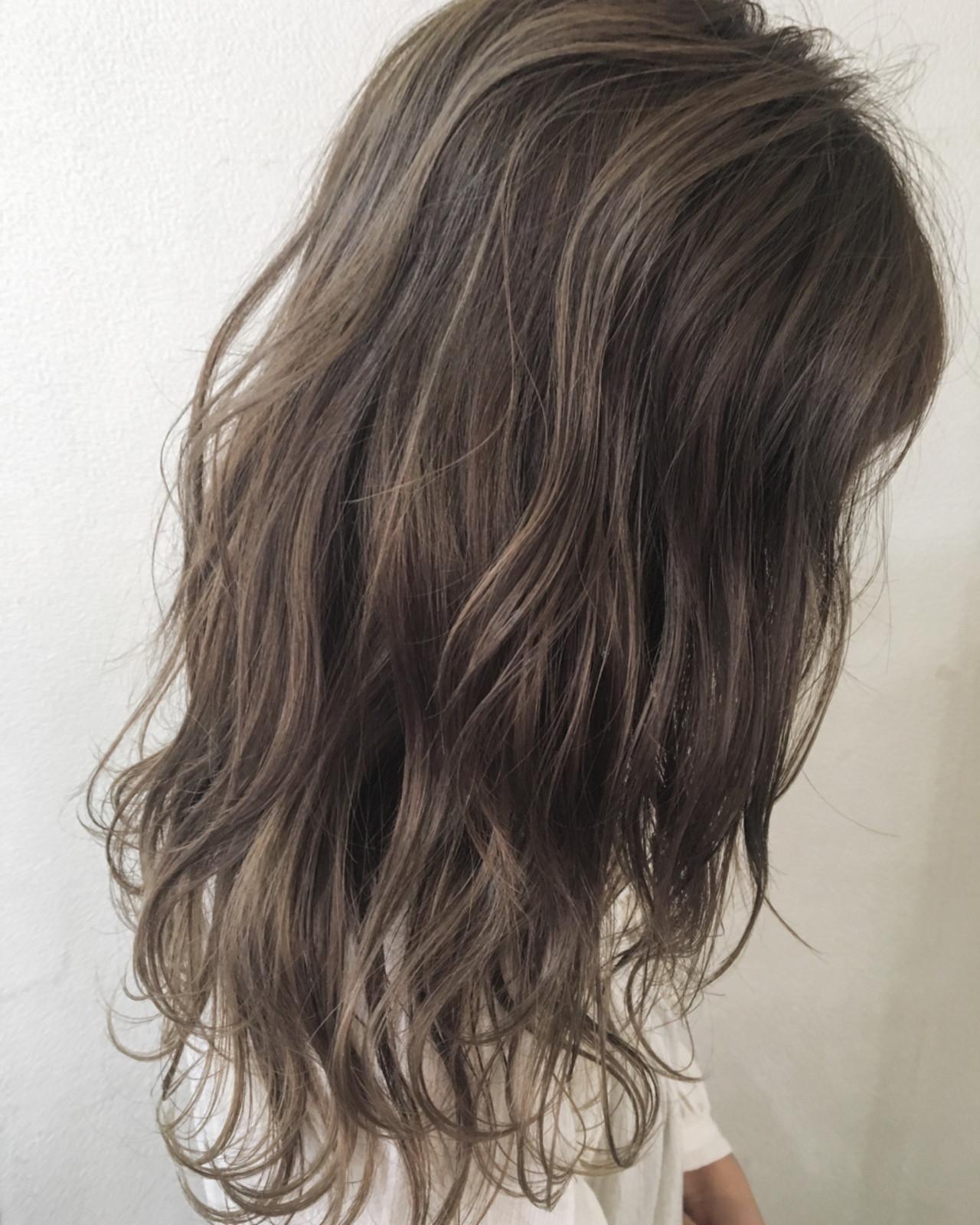 秋 外国人風 ナチュラル グレージュ ヘアスタイルや髪型の写真・画像   田渕 英和/vicushair / vicushair