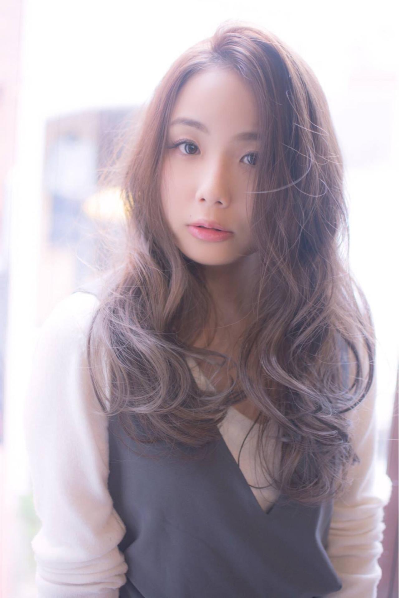 ブラウン 外国人風 ロング ナチュラル ヘアスタイルや髪型の写真・画像 | 田渕 英和/vicushair / vicushair