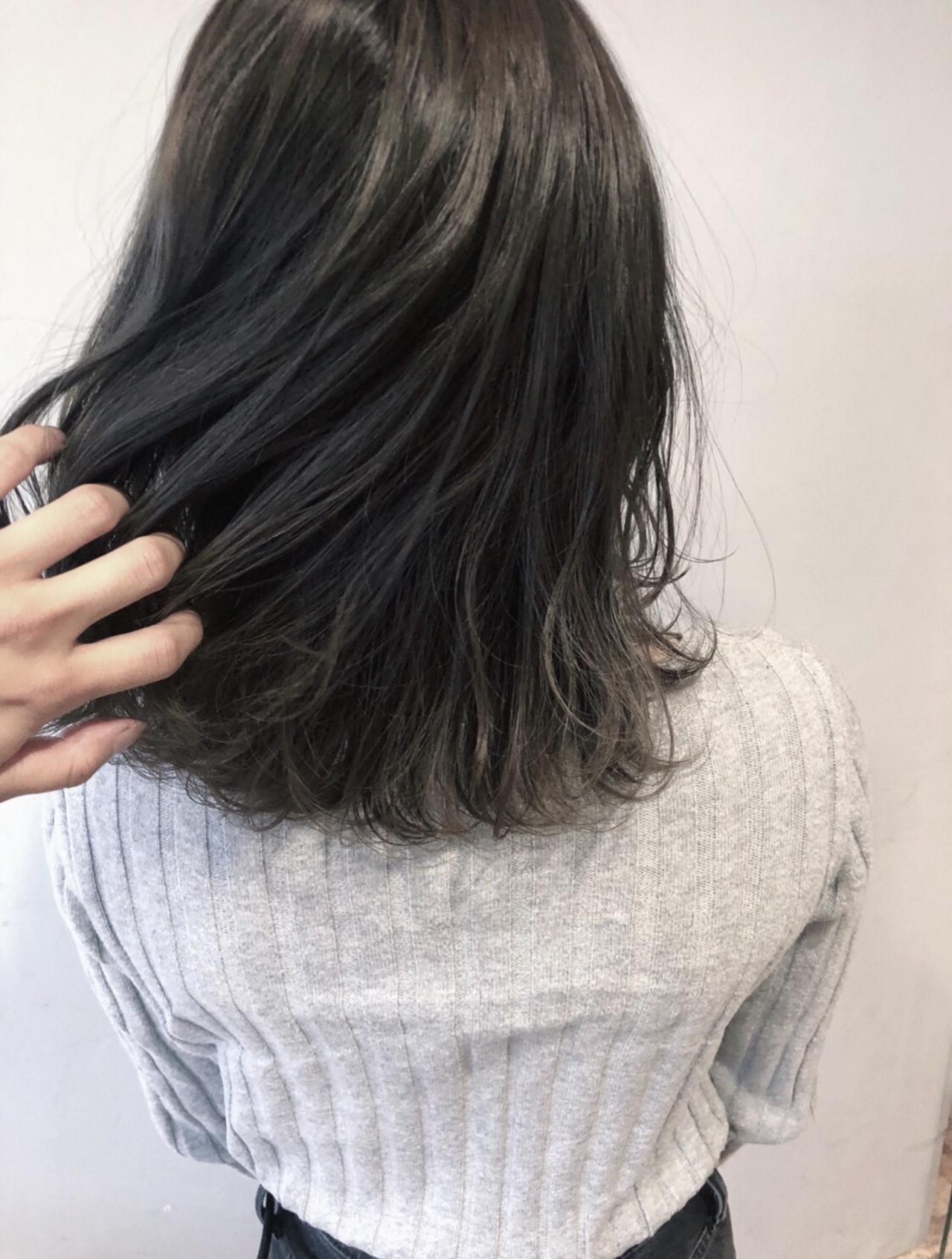 暗髪 ブルージュ ブルーアッシュ ミディアムヘアスタイルや髪型の写真・画像