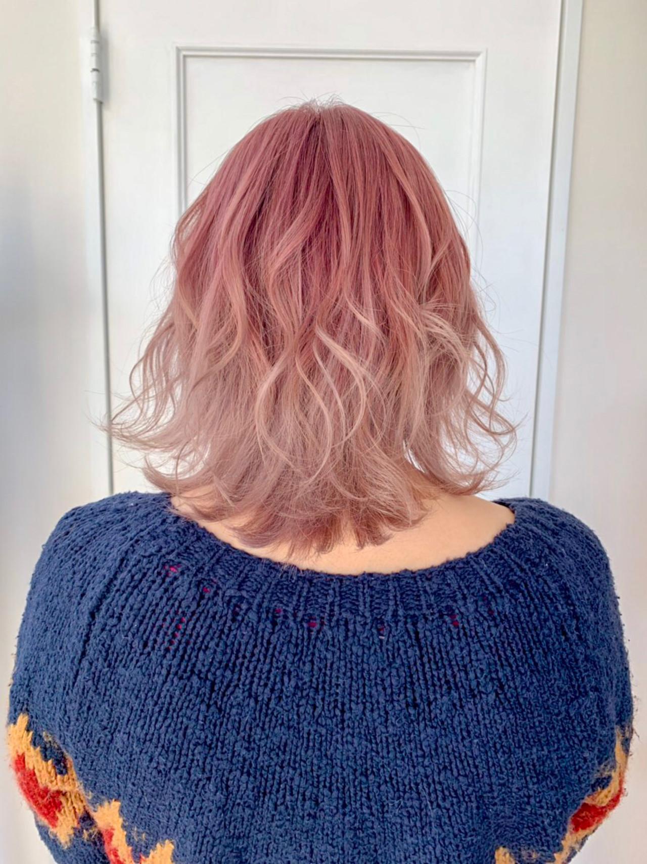 ミディアム ピンク ミディアムレイヤー ベリーピンク ヘアスタイルや髪型の写真・画像 | 鈴木 諒介 / Palm Springs