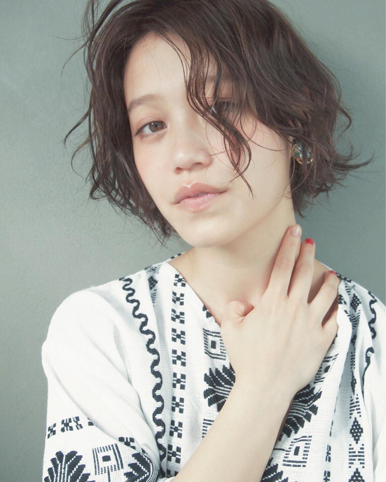 ショート 暗髪 ナチュラル 外国人風 ヘアスタイルや髪型の写真・画像   UEKI/nanuk / nanuk二子玉川