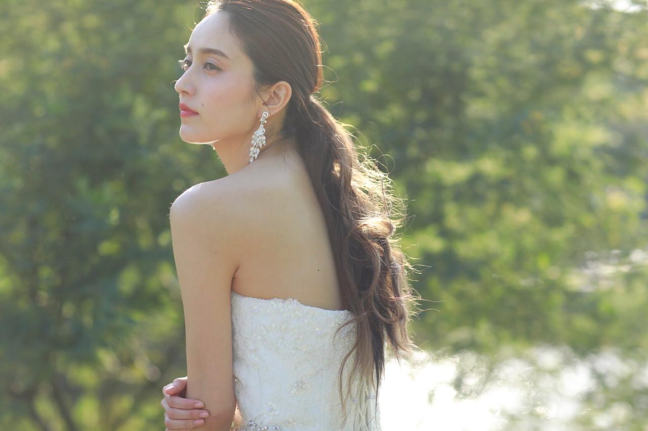 ロング 花嫁 アンニュイほつれヘア ナチュラル ヘアスタイルや髪型の写真・画像