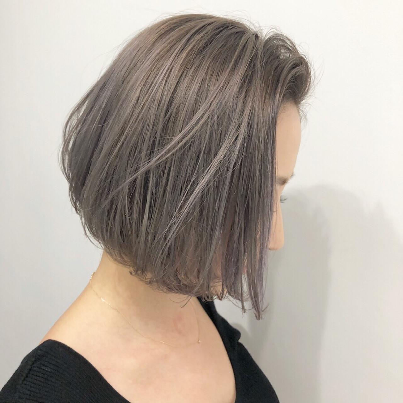 アッシュ ボブ ストリート グレージュヘアスタイルや髪型の写真・画像