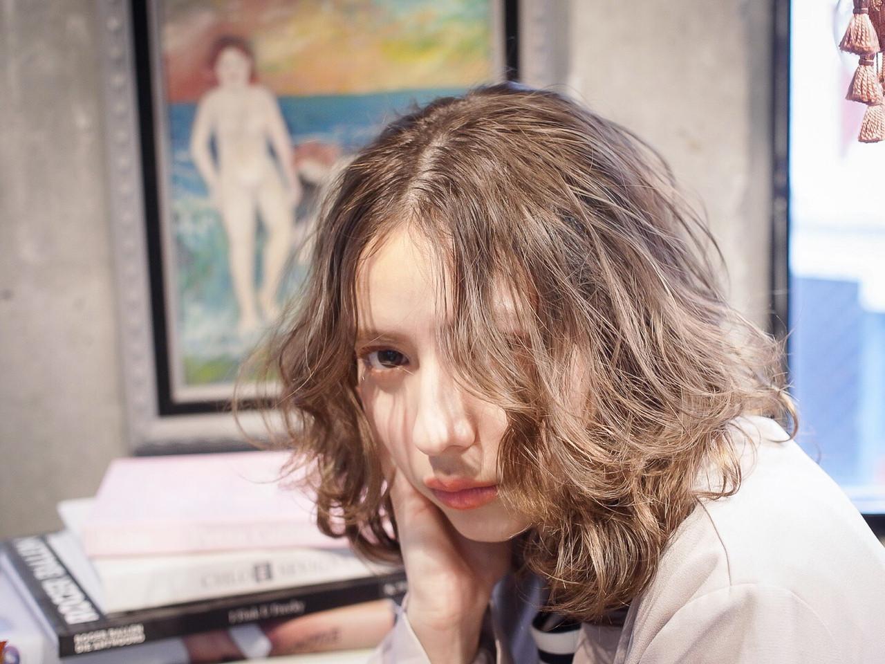 ガーリー 抜け感 ベージュ ナチュラルヘアスタイルや髪型の写真・画像