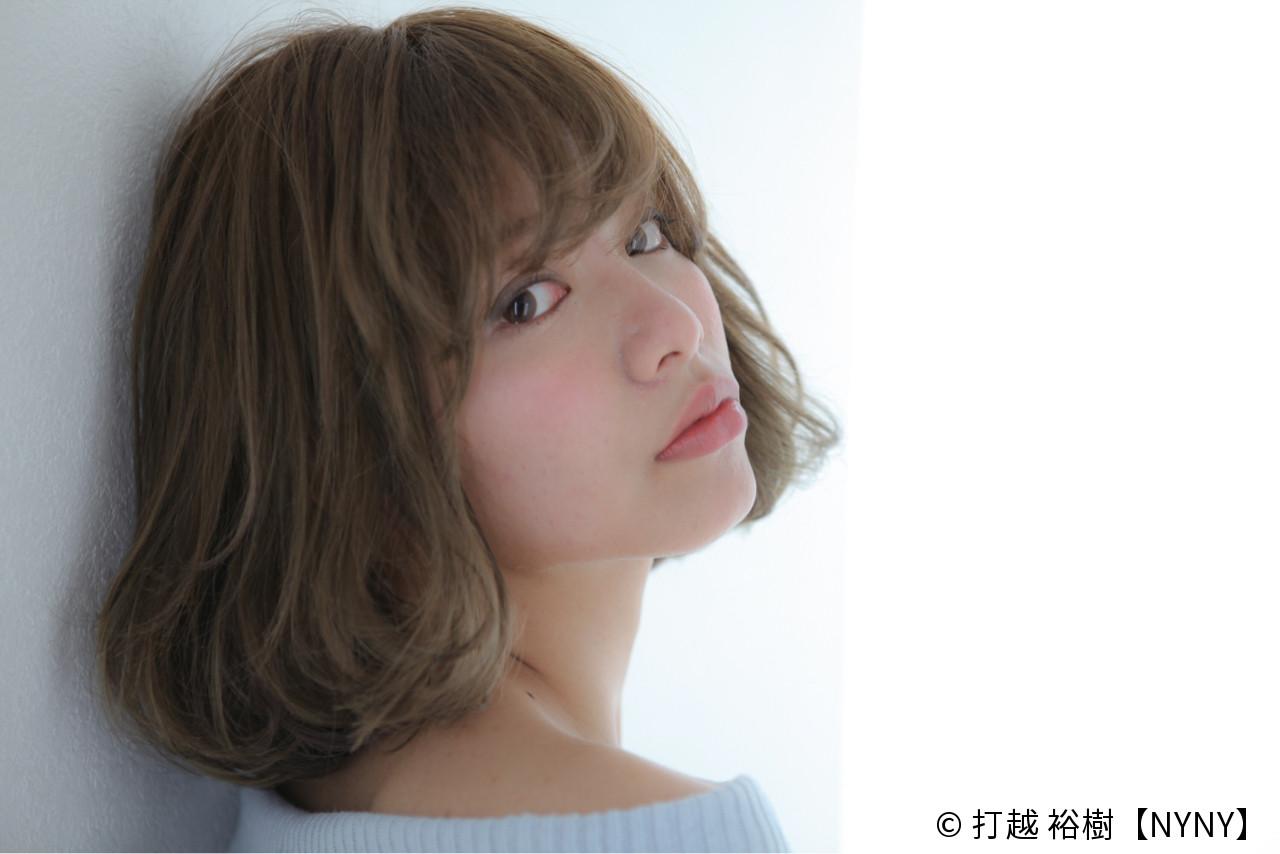 オリーブアッシュ ダブルカラー 大人かわいい ナチュラルヘアスタイルや髪型の写真・画像