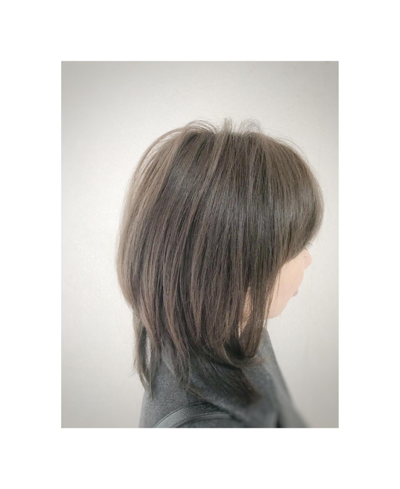 ミディアム コンサバ アッシュグレージュ ヘアスタイルや髪型の写真・画像   角谷 崇 / hair  Cou Cou