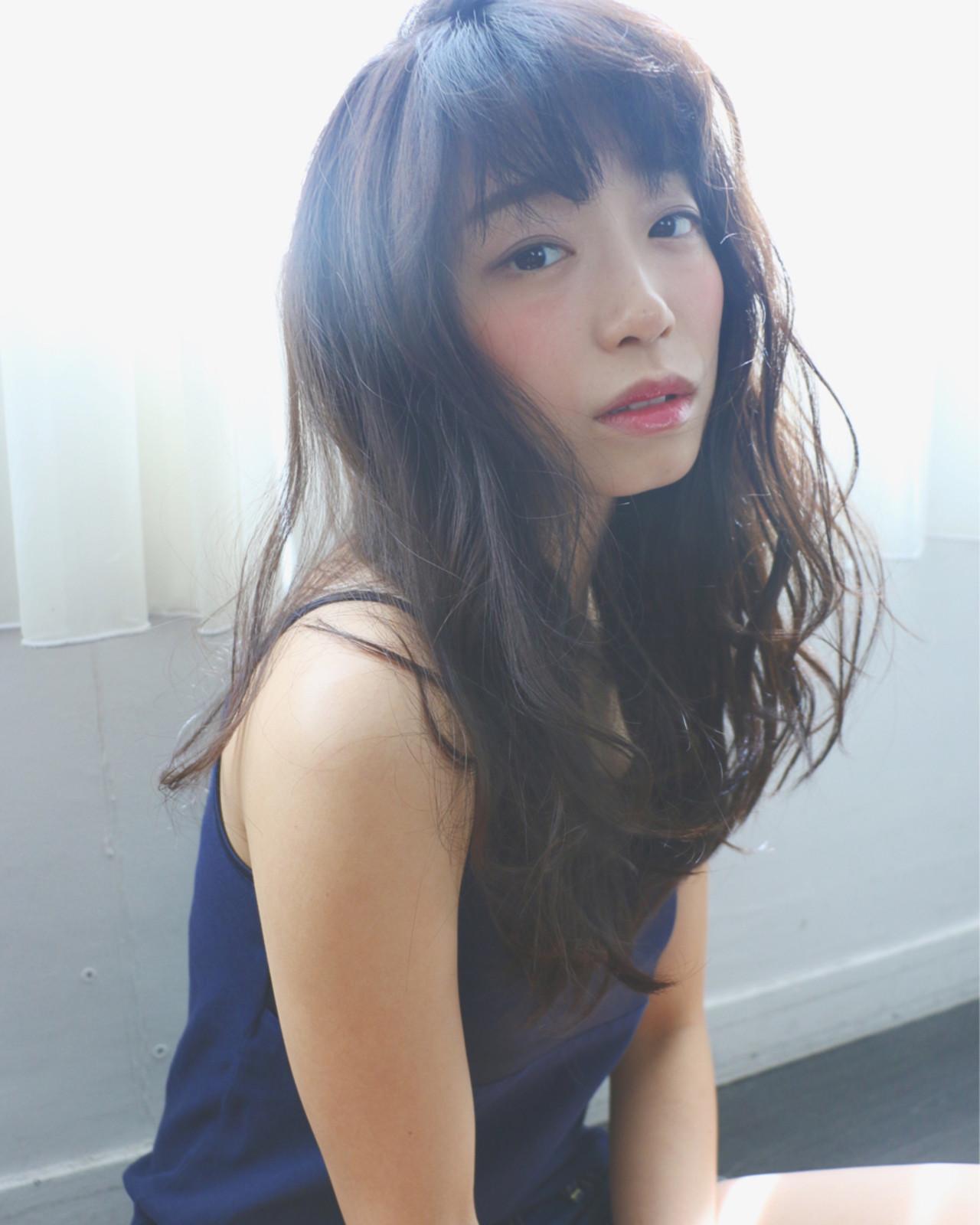 ロング 外国人風 ナチュラル 暗髪 ヘアスタイルや髪型の写真・画像   犬島 麻姫子 / artefice