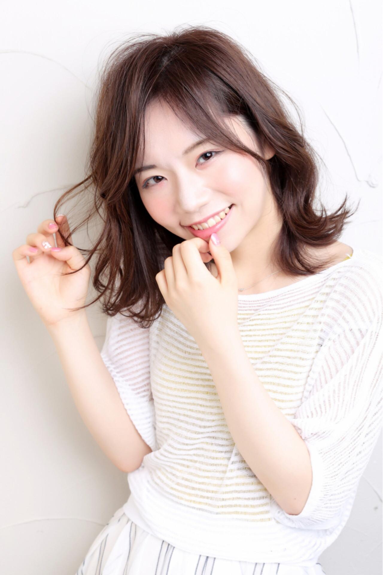 秋 リラックス デート ゆるふわ ヘアスタイルや髪型の写真・画像   risa /
