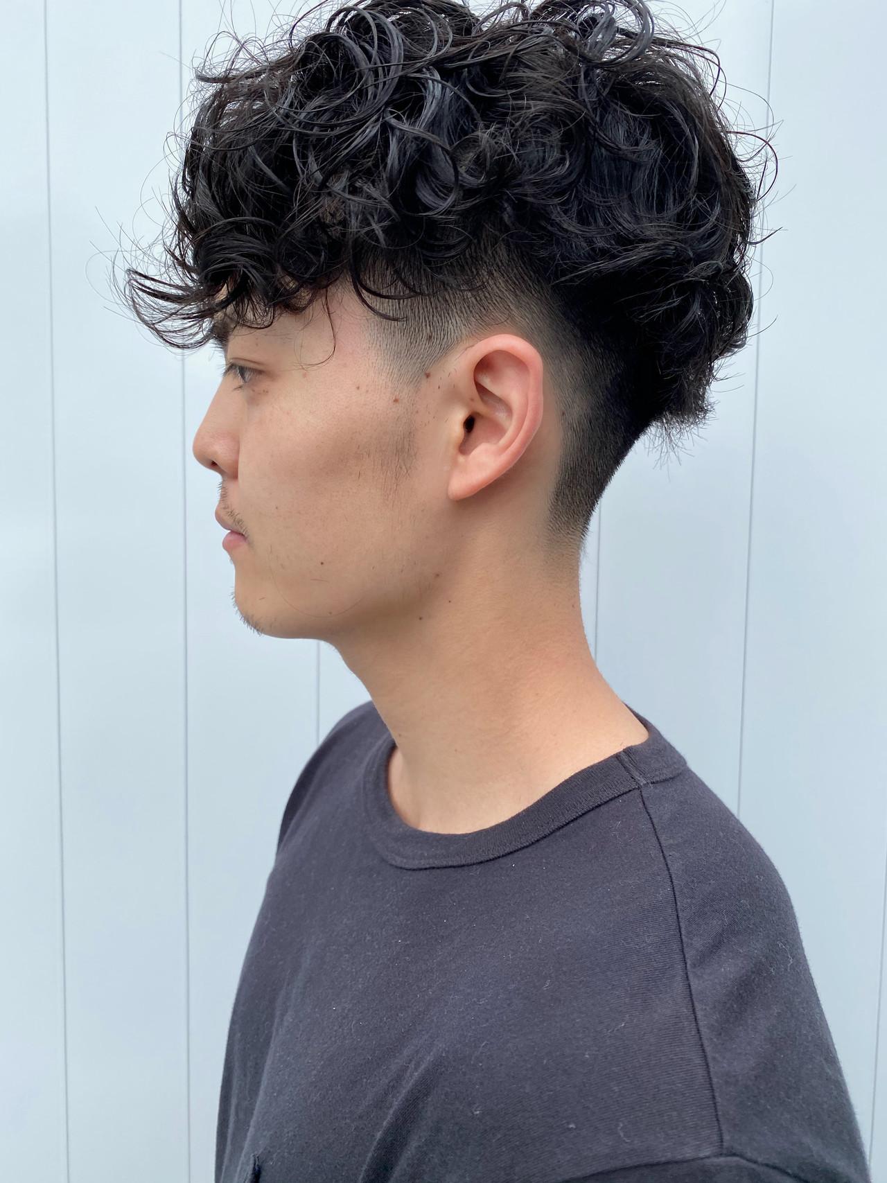 メンズパーマ 刈り上げ ショート ストリートヘアスタイルや髪型の写真・画像