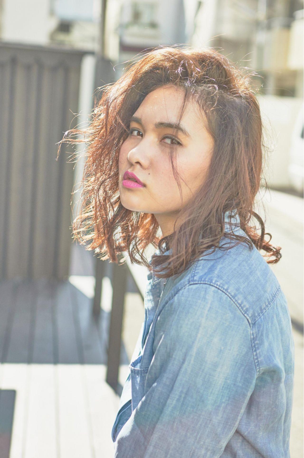 センターパート ストリート 暗髪 ストレート ヘアスタイルや髪型の写真・画像 | 前田伸一 / AKAMEE omotesando