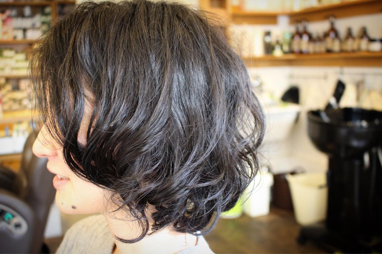 パーマ くせ毛風 外国人風 大人かわいい ヘアスタイルや髪型の写真・画像 | creap / creap