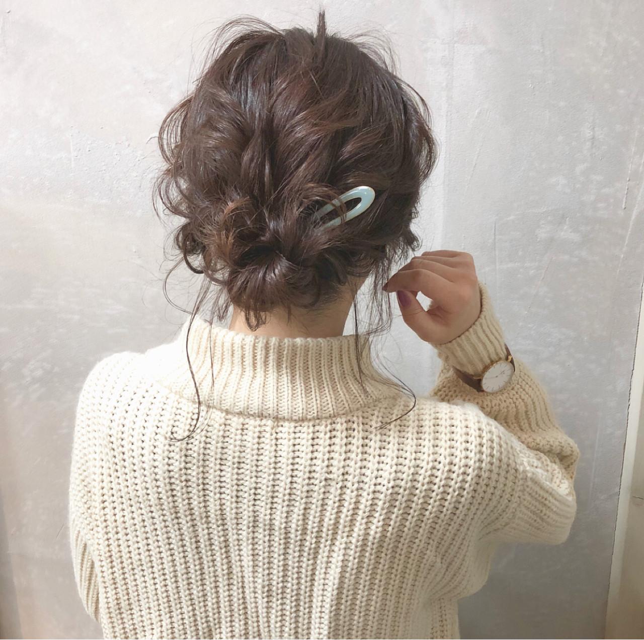 デート ヘアアレンジ アンニュイほつれヘア シニヨン ヘアスタイルや髪型の写真・画像 | hii.de@✂︎ / Maison de sisi