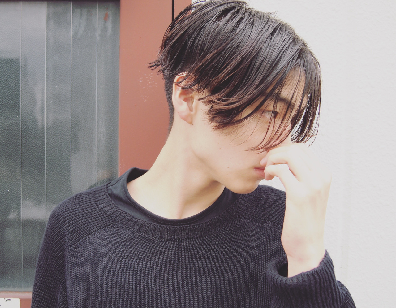 """ただの黒髮じゃない""""アッシュブラック""""にうっとり♡。ブリーチなしでもOK 岡村 健太郎 / nanuk"""