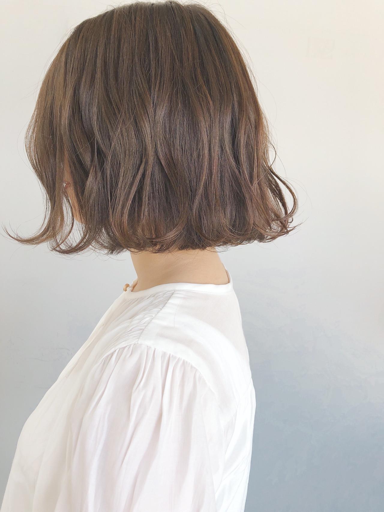 大人かわいい アッシュグレージュ ミルクティーグレージュ ボブヘアスタイルや髪型の写真・画像