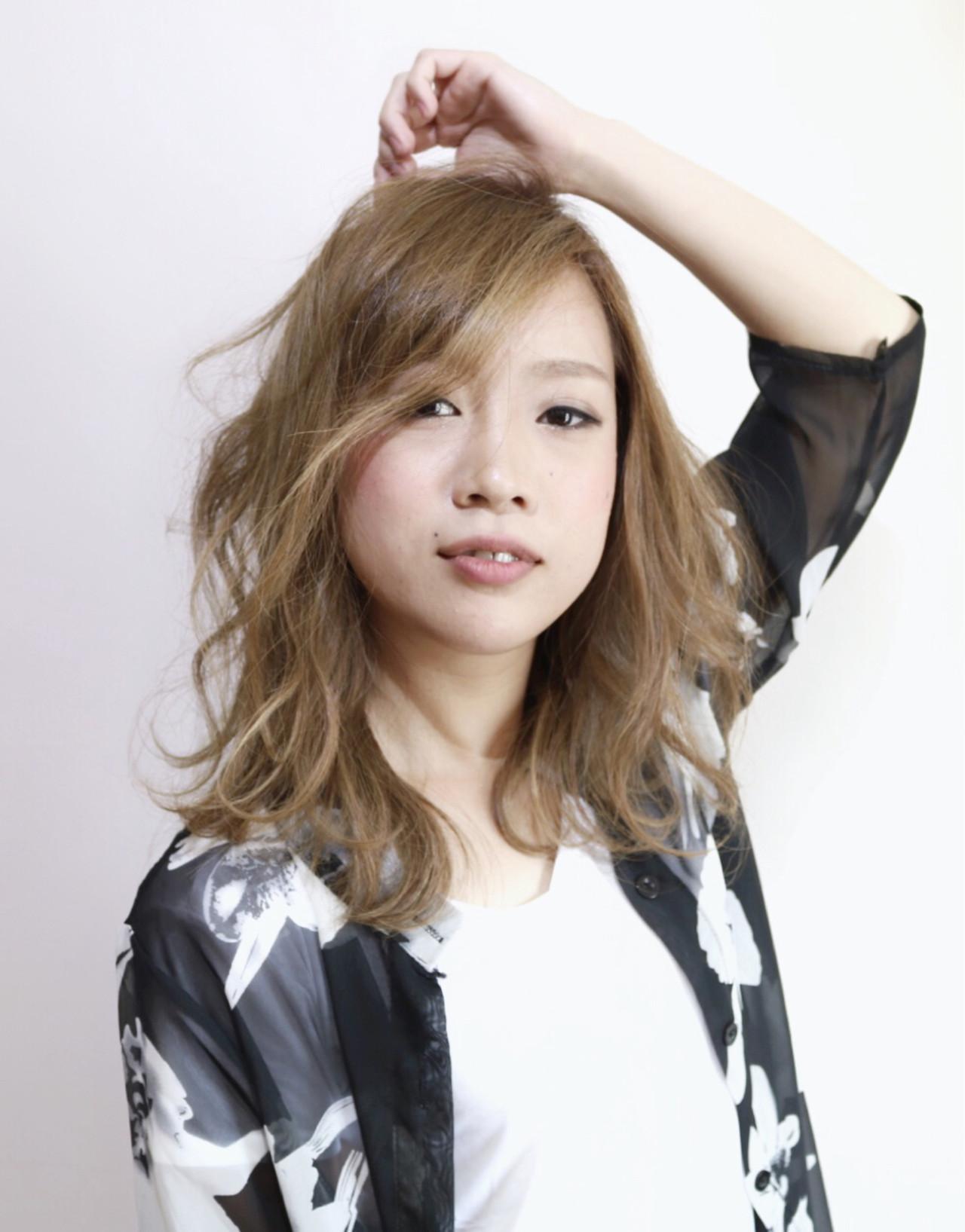 ハイトーン 外国人風 ミディアム ハイライト ヘアスタイルや髪型の写真・画像 | 蝦名貴之 / KINTARO