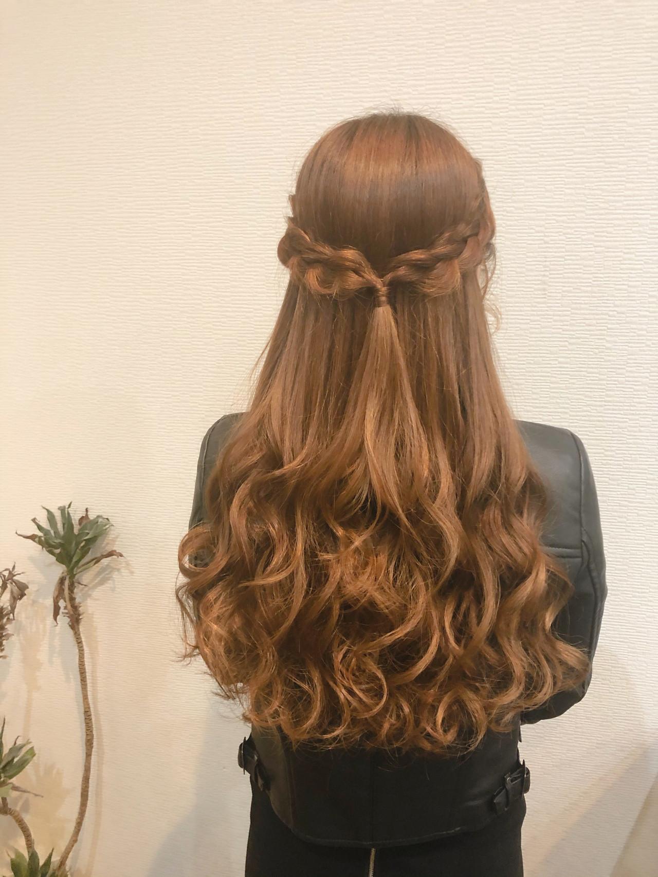 編み込み ロング ハーフアップ ガーリーヘアスタイルや髪型の写真・画像