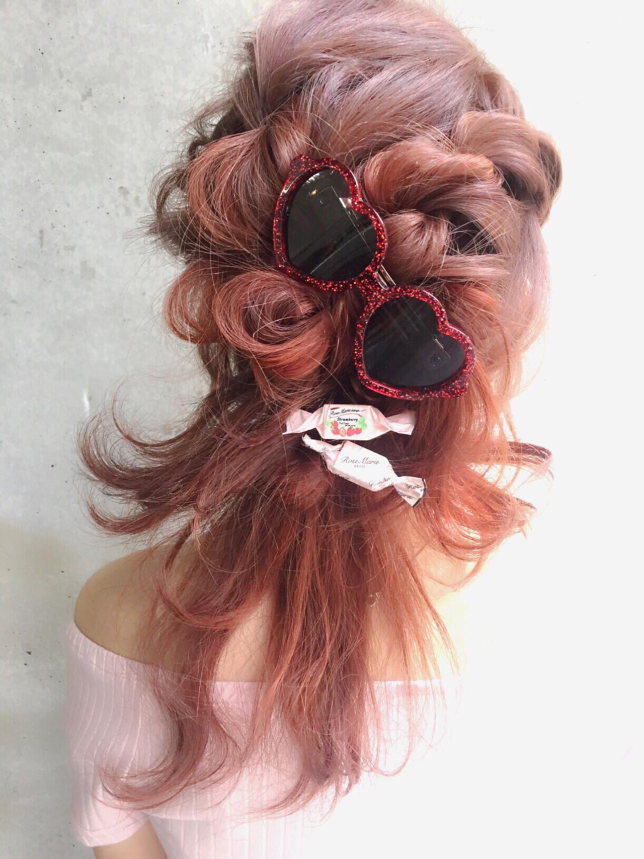フェミニン ミディアム ハーフアップ 外国人風 ヘアスタイルや髪型の写真・画像 | MOTAI / Wille / Wille