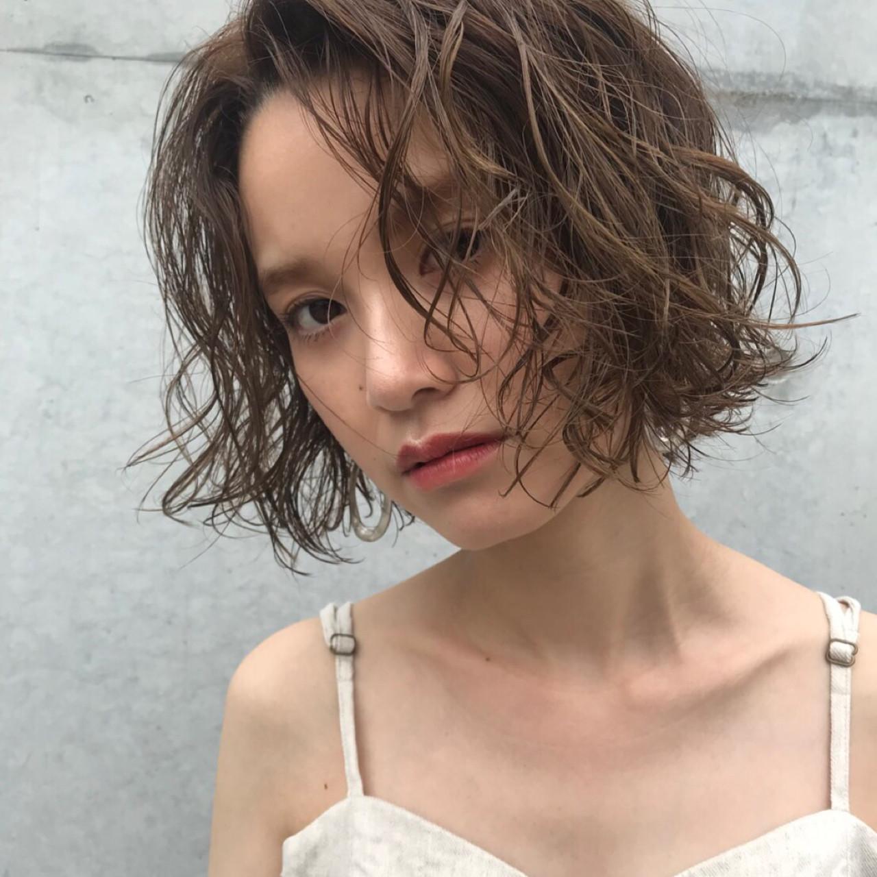 ショート 色気 デート 透明感ヘアスタイルや髪型の写真・画像