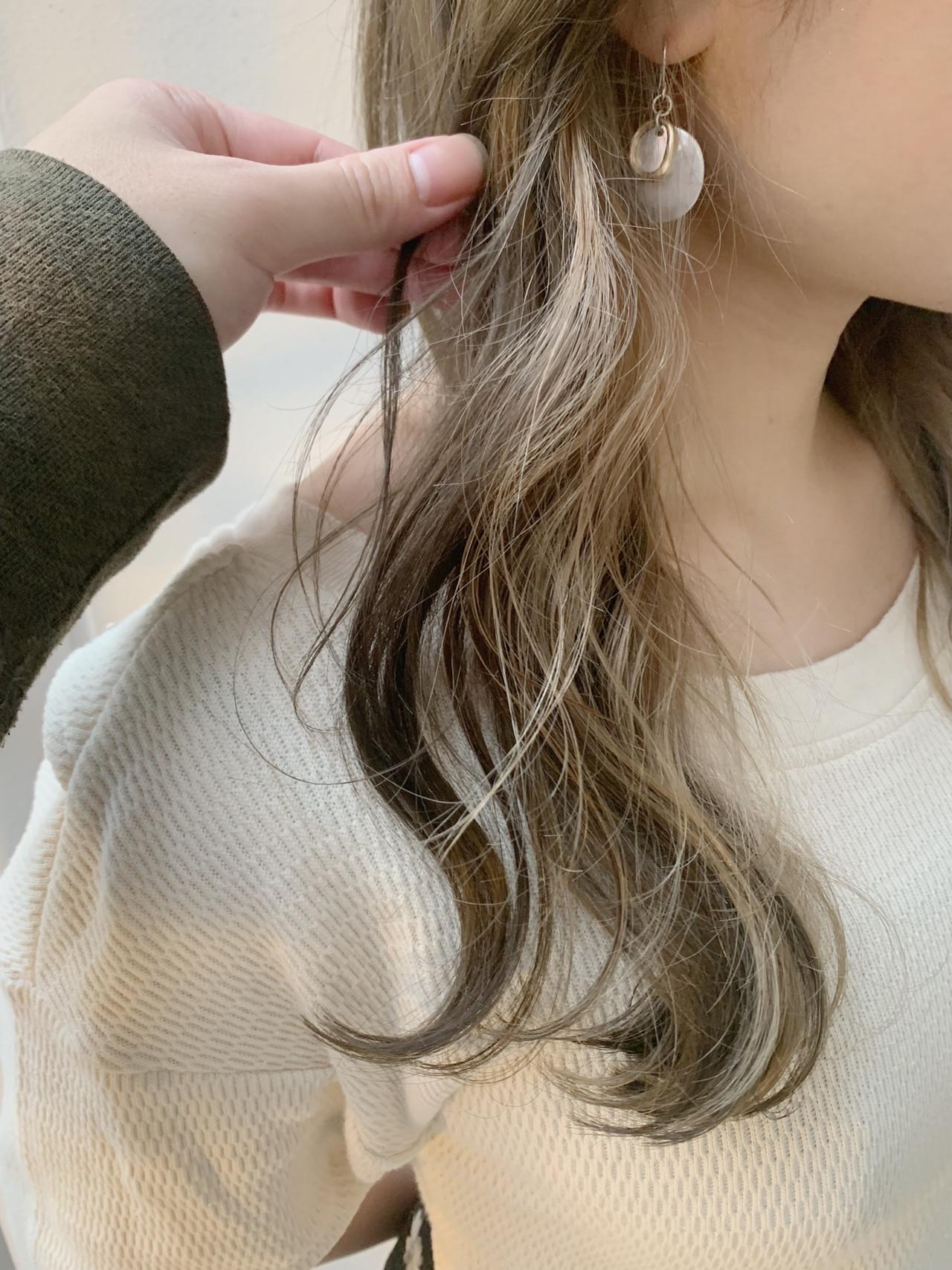 インナーカラー ベージュ 簡単ヘアアレンジ ロング ヘアスタイルや髪型の写真・画像 | 寺坂 雄飛 / banks hair