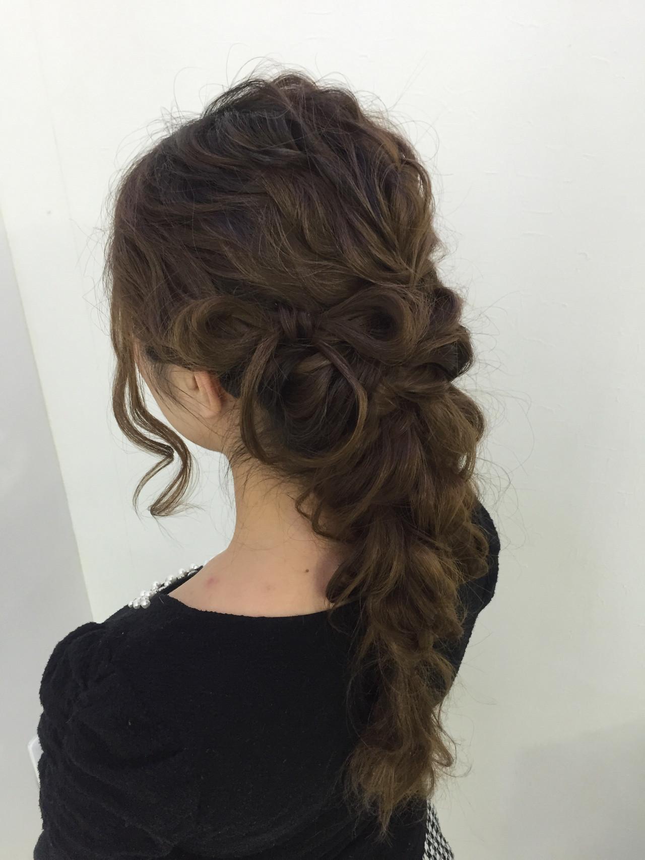 セミロング フェミニン ヘアセット ツイスト ヘアスタイルや髪型の写真・画像