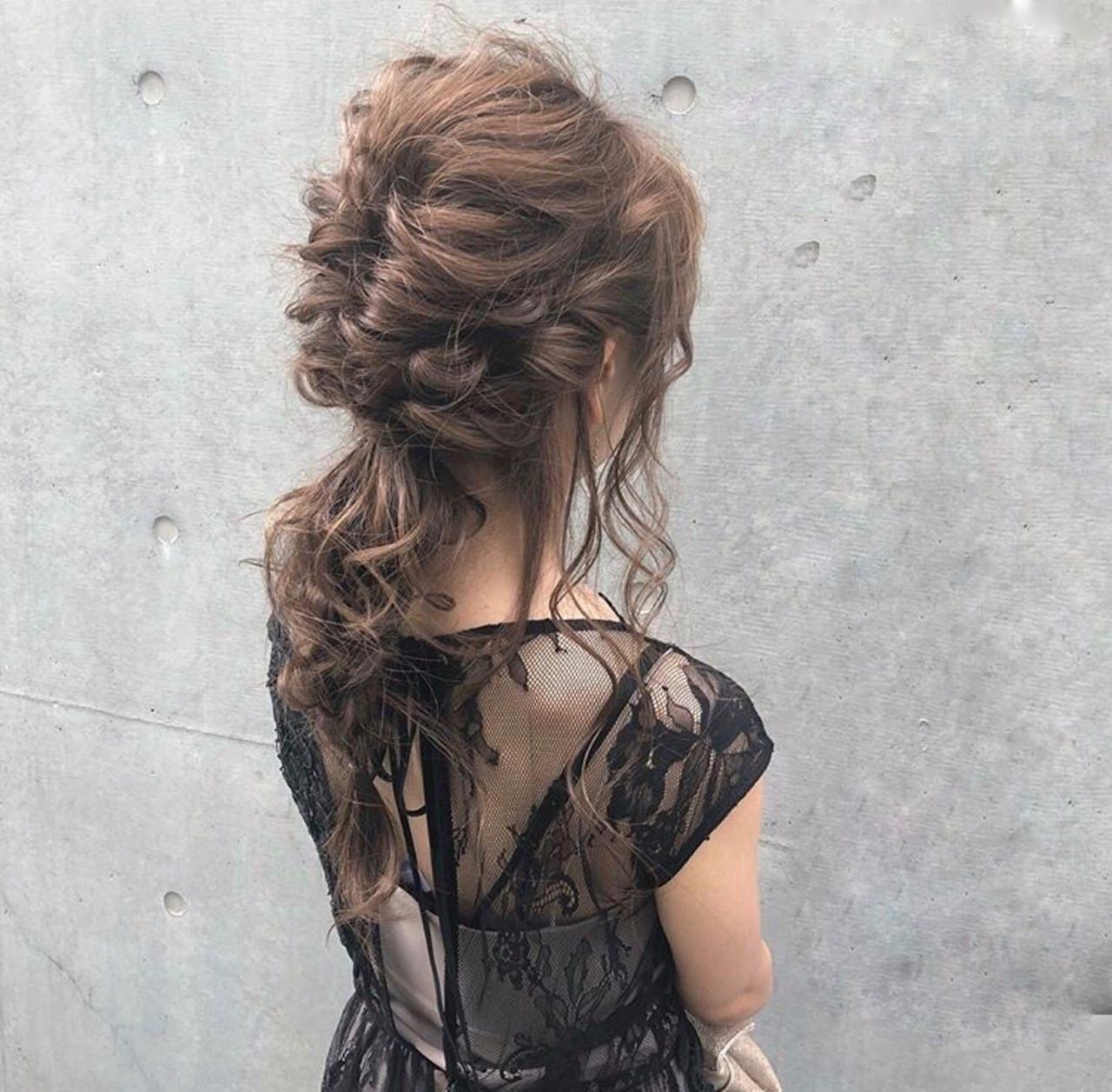 フェミニン 結婚式 簡単ヘアアレンジ セミロングヘアスタイルや髪型の写真・画像
